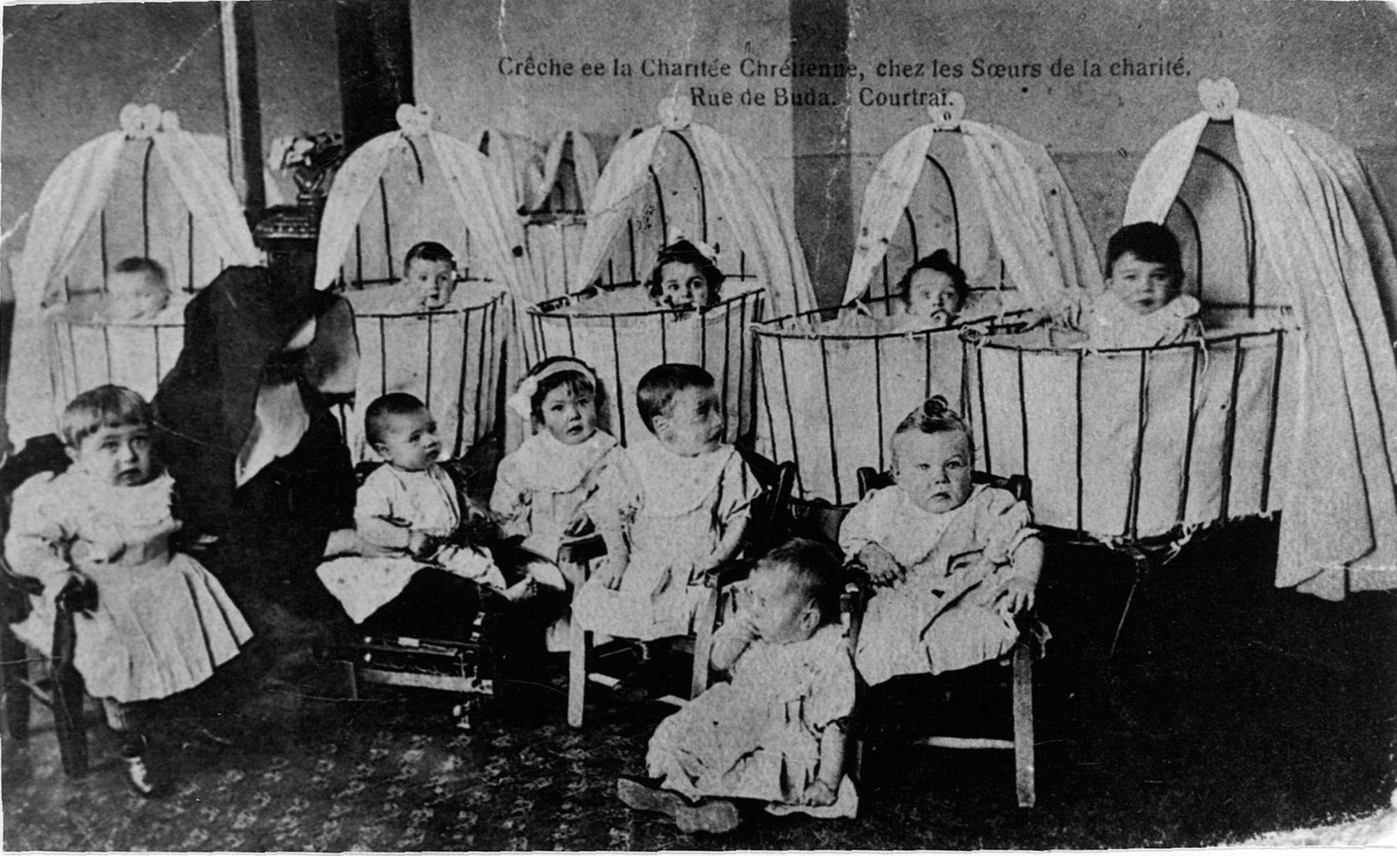 Kinderkribbe in de Budastraat
