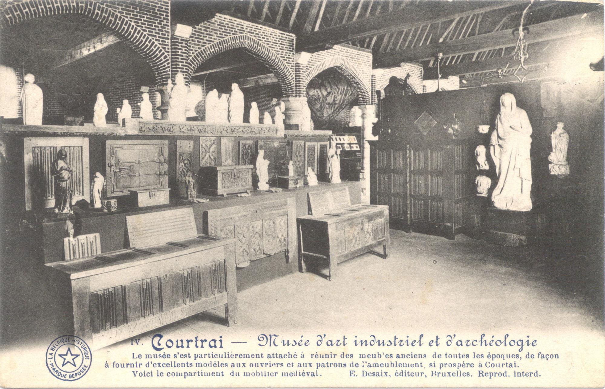 Middeleeuws meubilair in het museum van industriële kunst en archeologie in Kortrijk