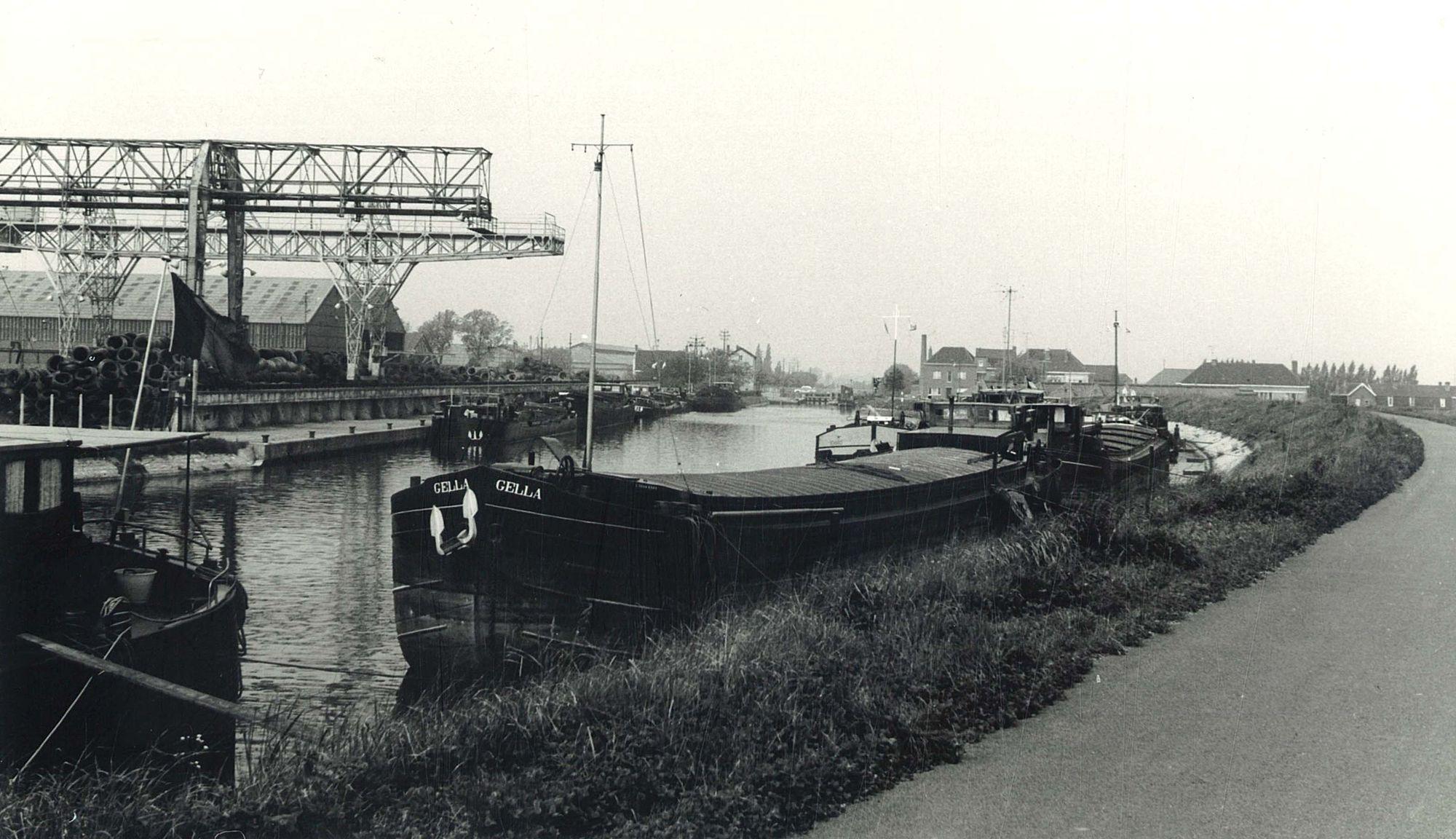 Kanaal Bossuit-Kortrijk: firma Bekaert Zwevegem