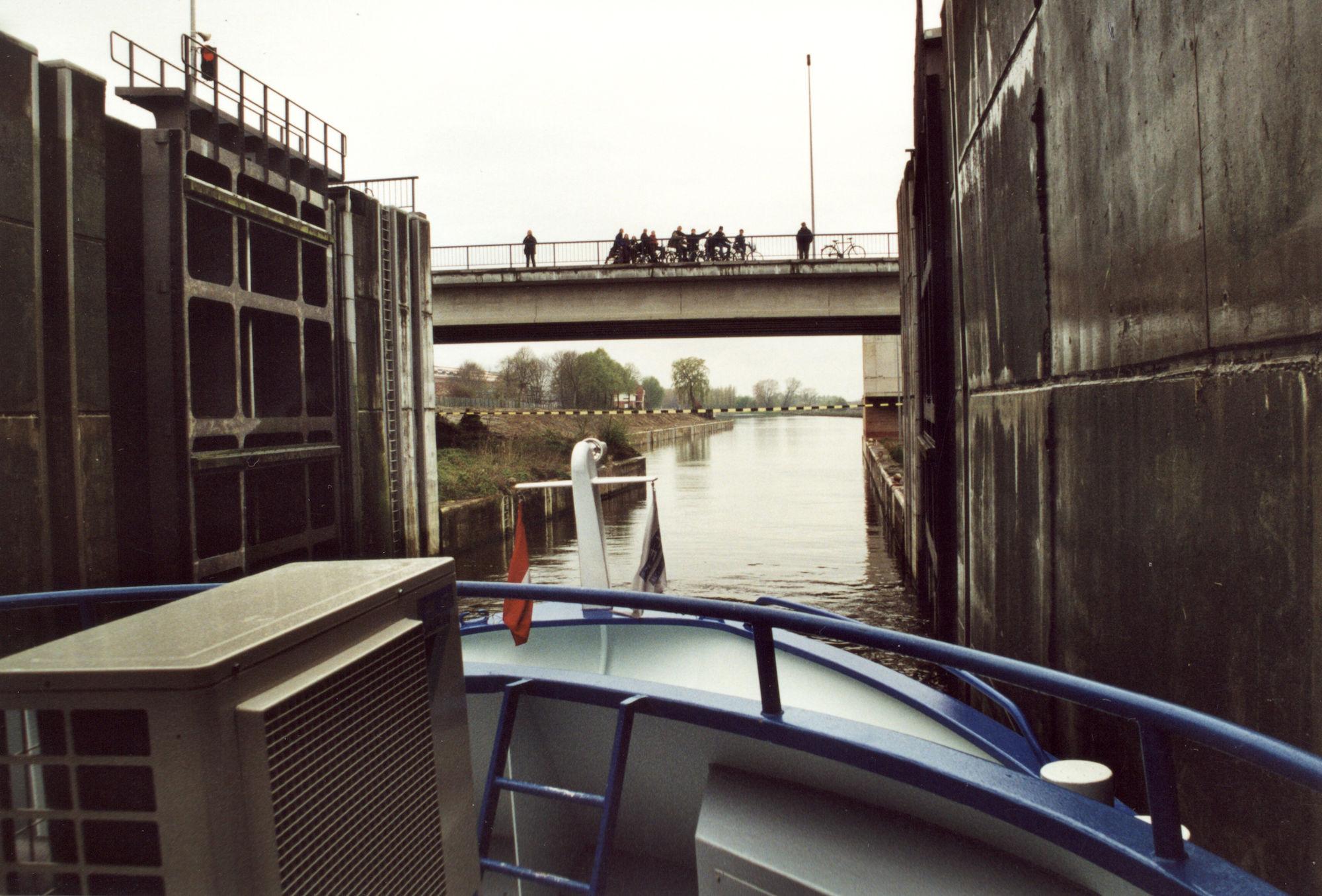 Officiële opening van de nieuwe sluis op het kanaal Bossuit-Kortrijk te Zwevegem 2001