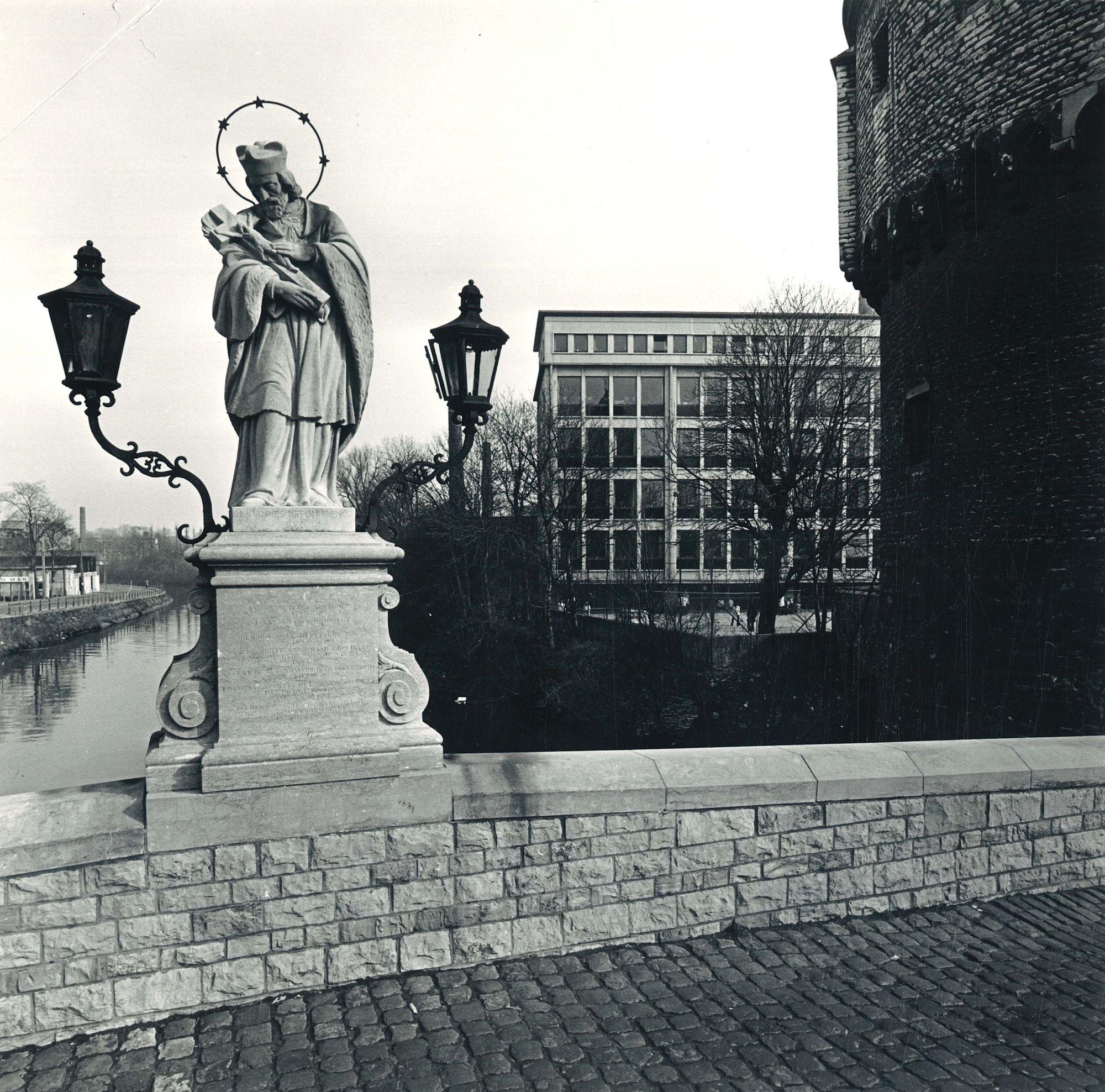 Standbeeld Heilige Johannes Nepomucenus Kortrijk 1974