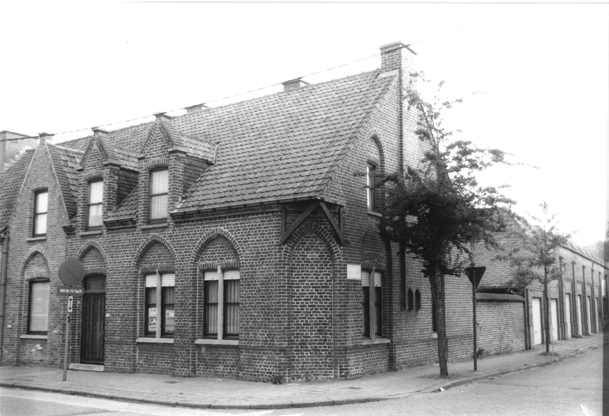Hoekhuis in de Rekkemstraat met de Rode Dreef