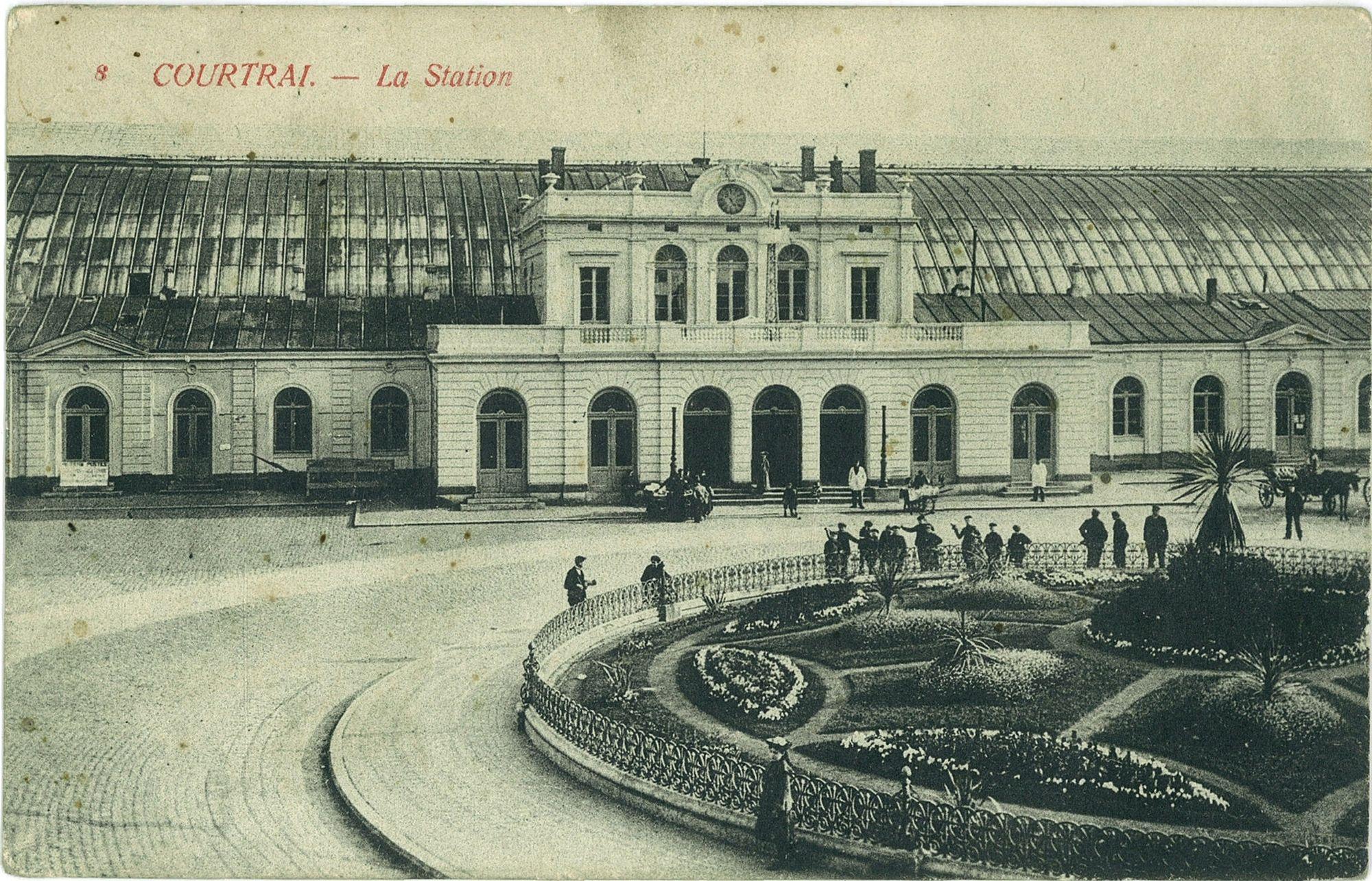 Stationsplein met het oude stationsgebouw