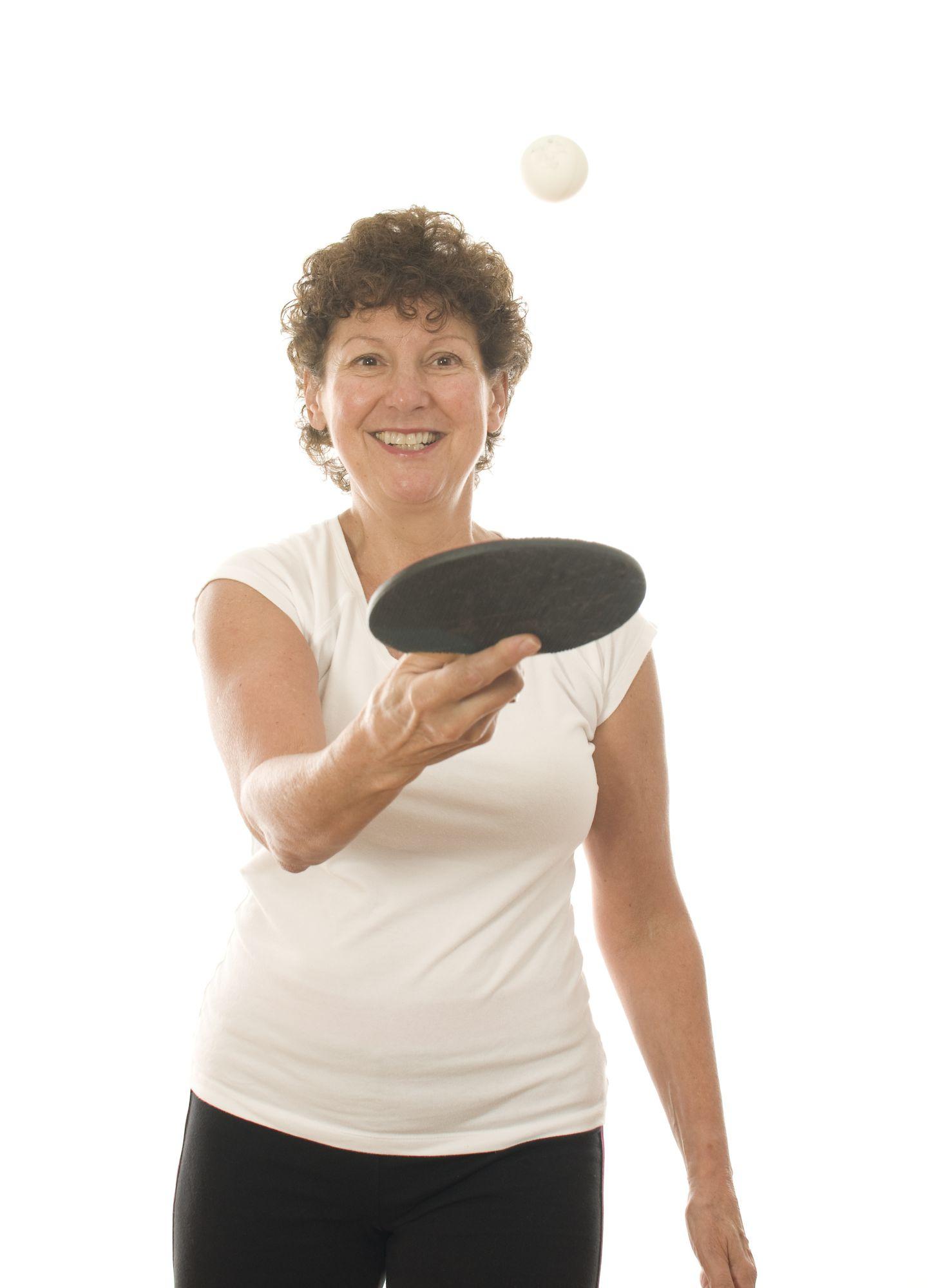 Dame die pingpong speelt