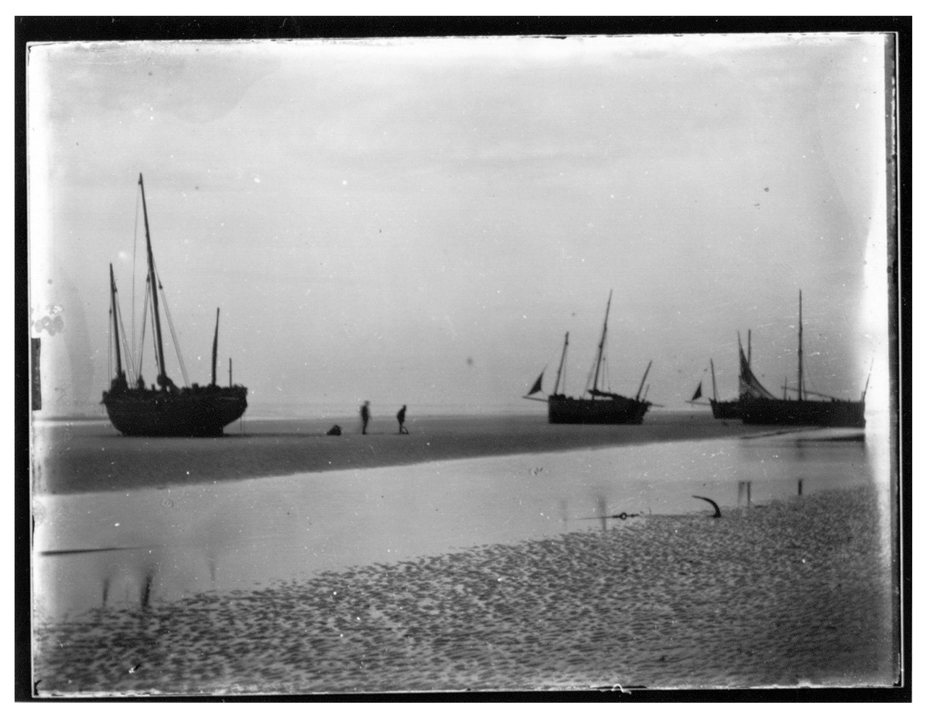 Westflandrica - Schepen op het strand
