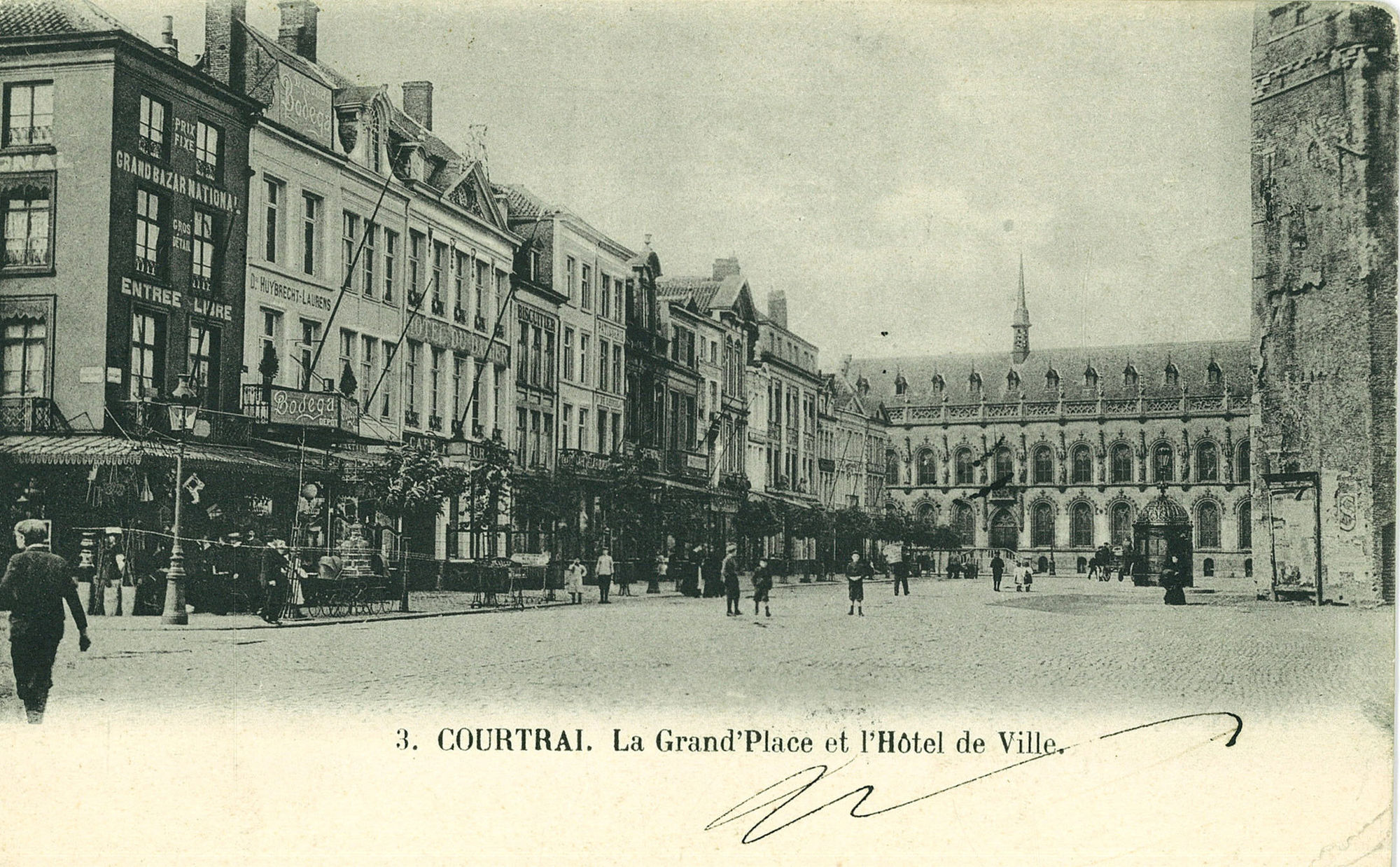 De westkant van de Grote Markt met stadhuis en Belfort
