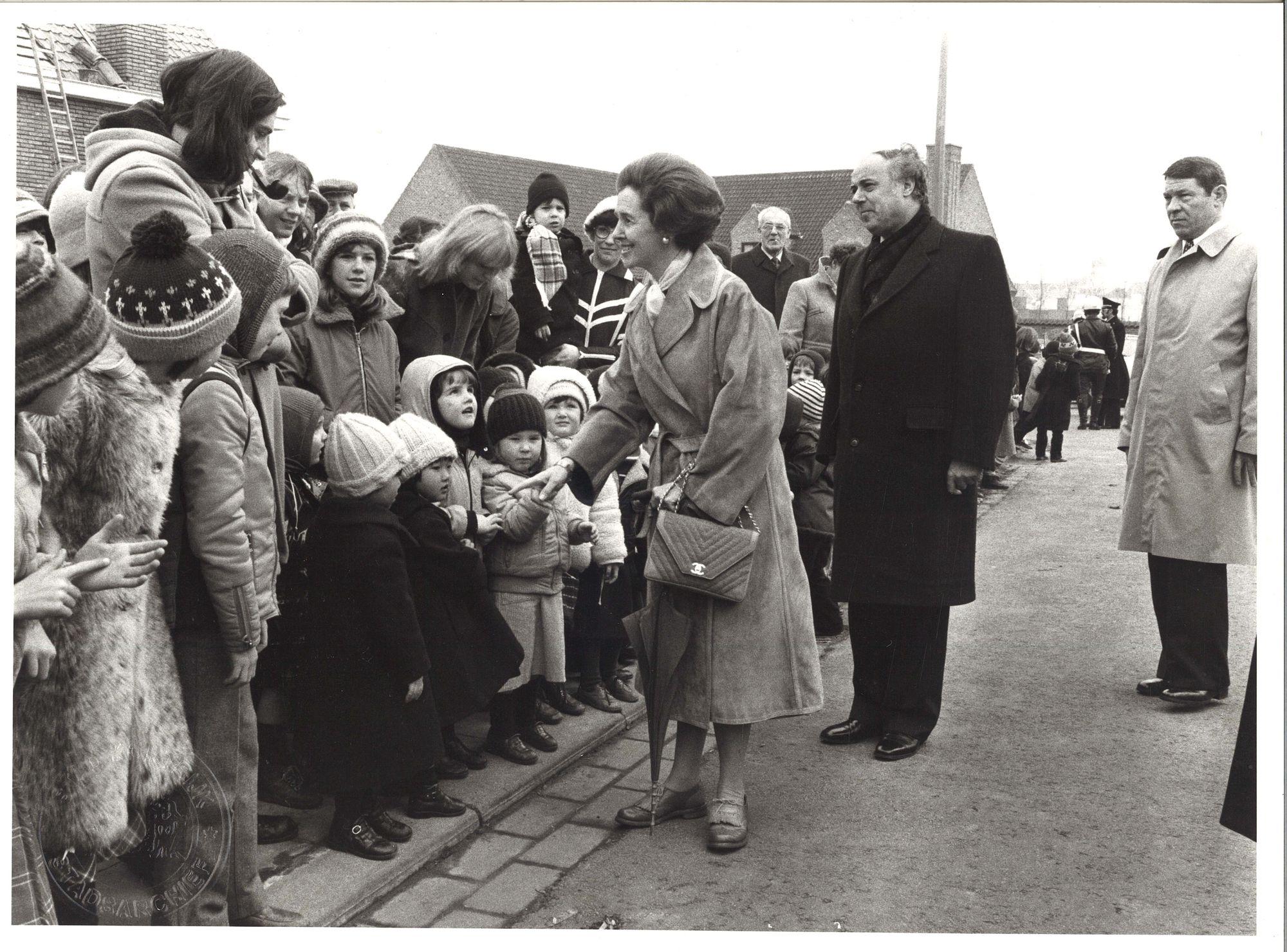 Koningin Fabiola bezoekt kinderboerderij in Marke