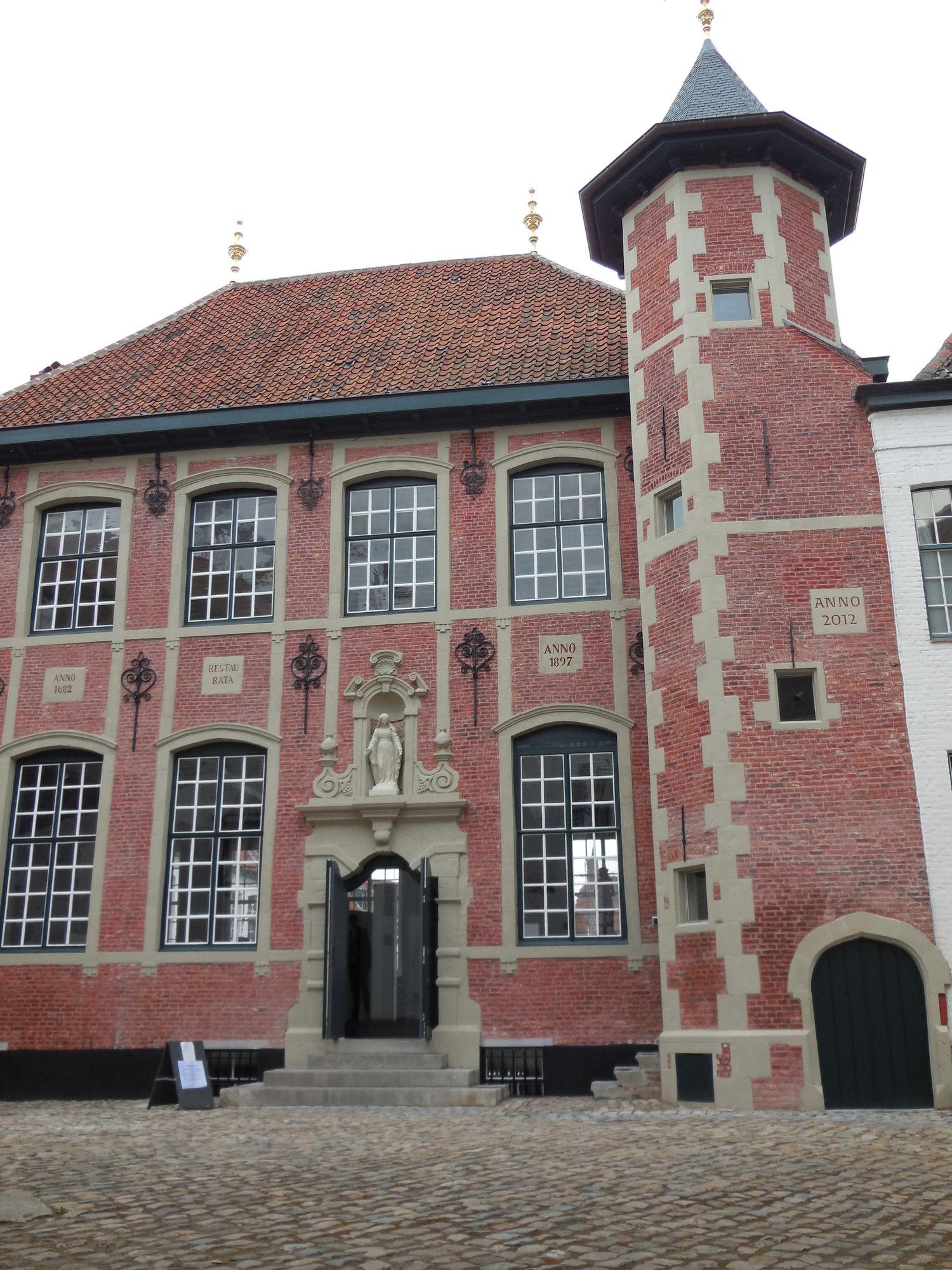 Sint-Annazaal in het Begijnhof