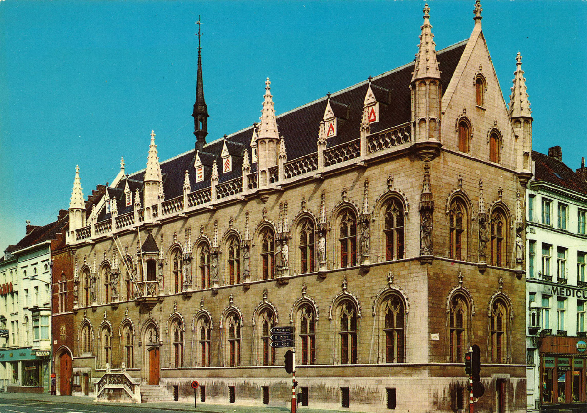 Vernieuwd stadhuis, Rijselsestraat en Leiestraat