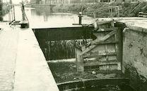 Sluis Nr. 10 op het kanaal Bossuit-Kortrijk aan de Gentsesteenweg in Kortrijk 1940