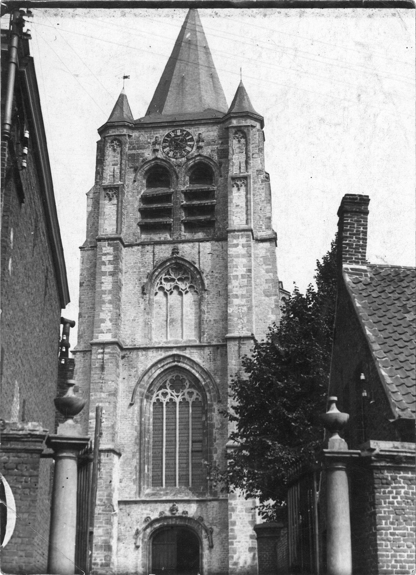 Kerktoren van de Sint-Eutropiuskerk in Heule