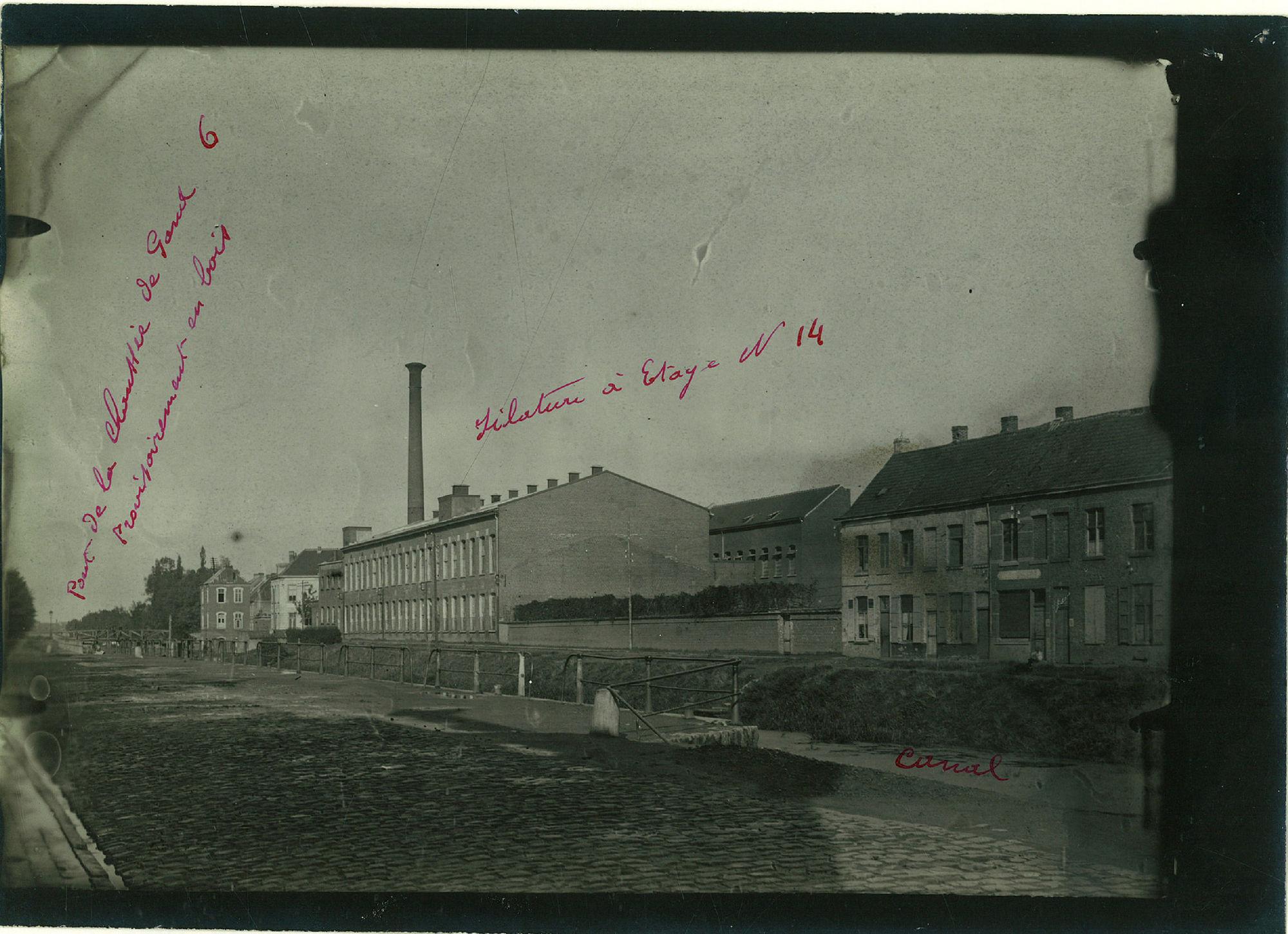 De Linière de Courtrai en de werkhuizen van de firma C. De Stoop, langs de Spinnerijkaai