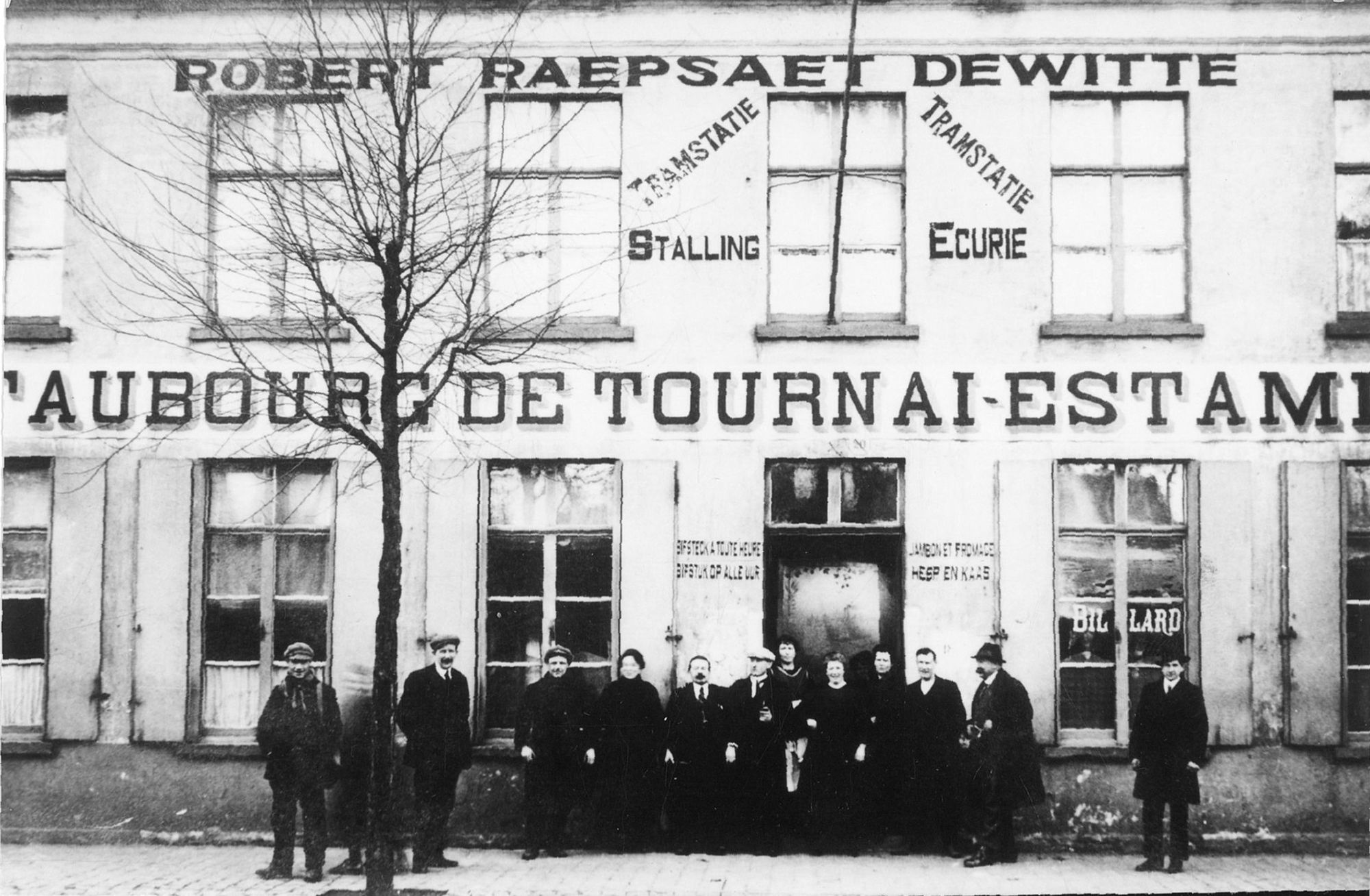 Estaminet 'Au Faubourg de Tournai' in de Doorniksewijk ca. 1920