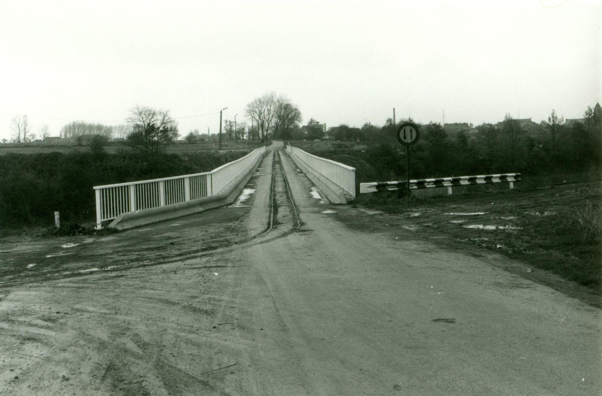 Smalspoorbrug over kanaal Bossuit-Kortrijk in Zwevegem-Knokke 1978