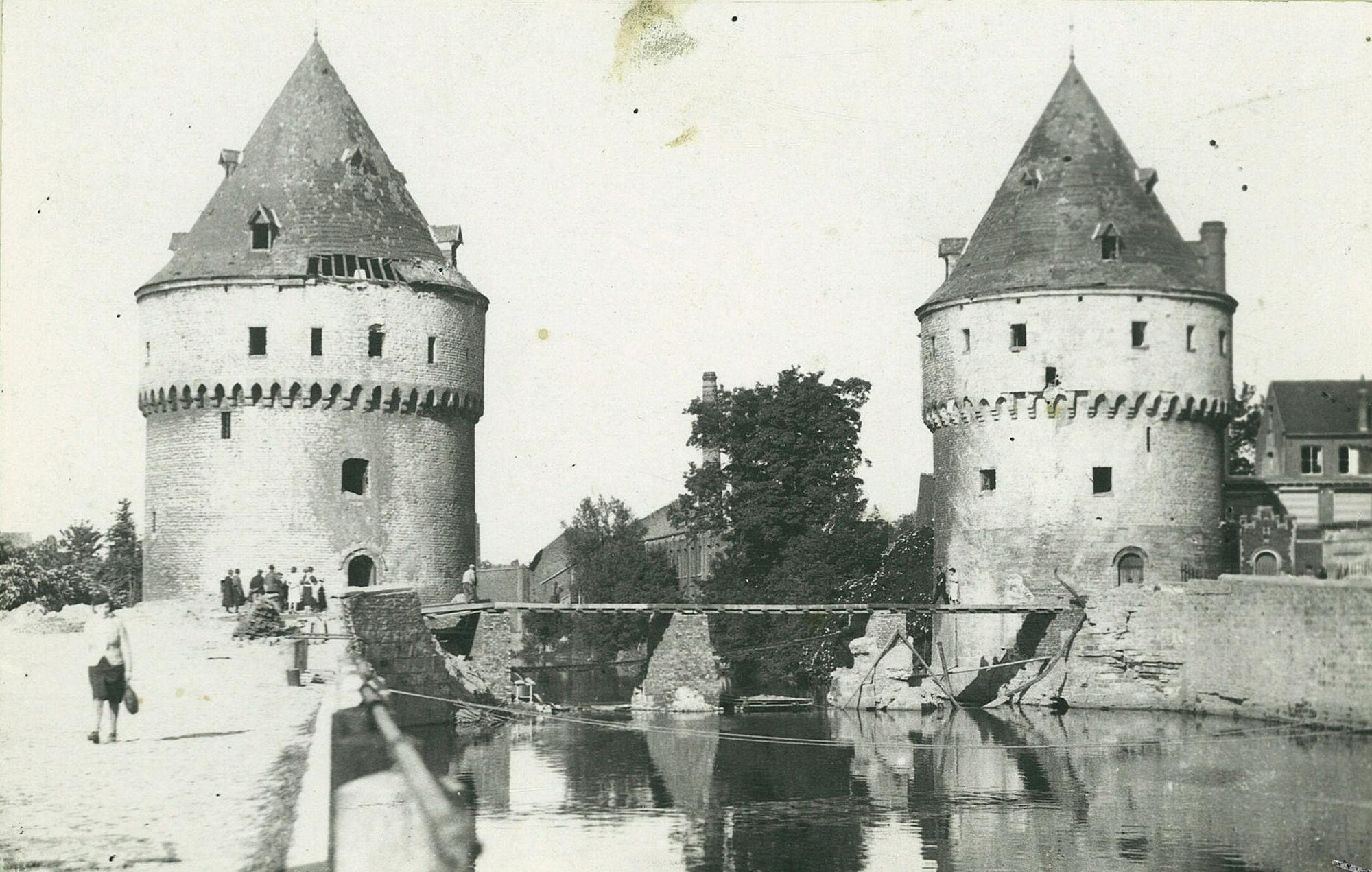 De noodbrug aan de Broeltorens in 1940