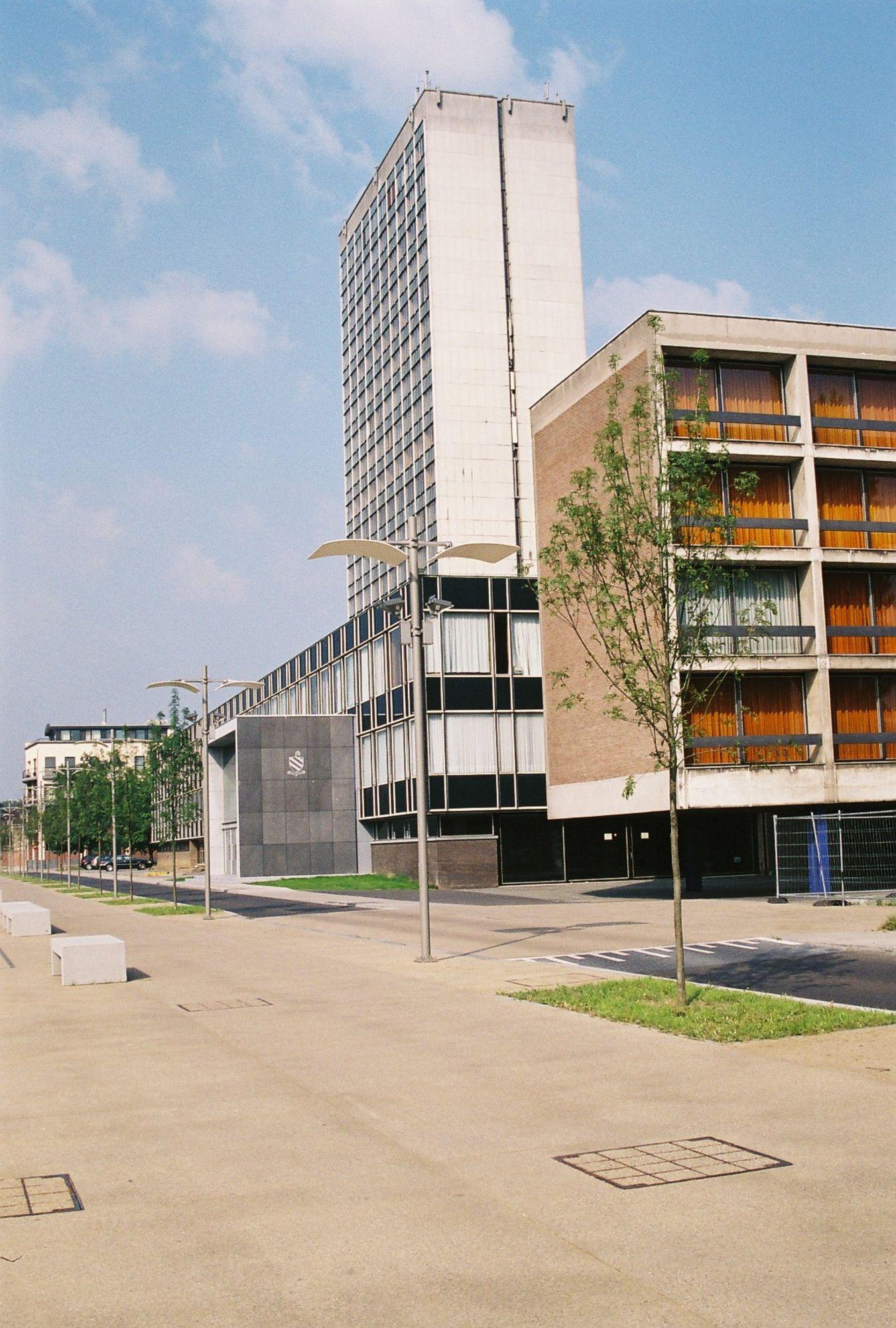 Leieboorden in 2005 met Sint-Amandscollege