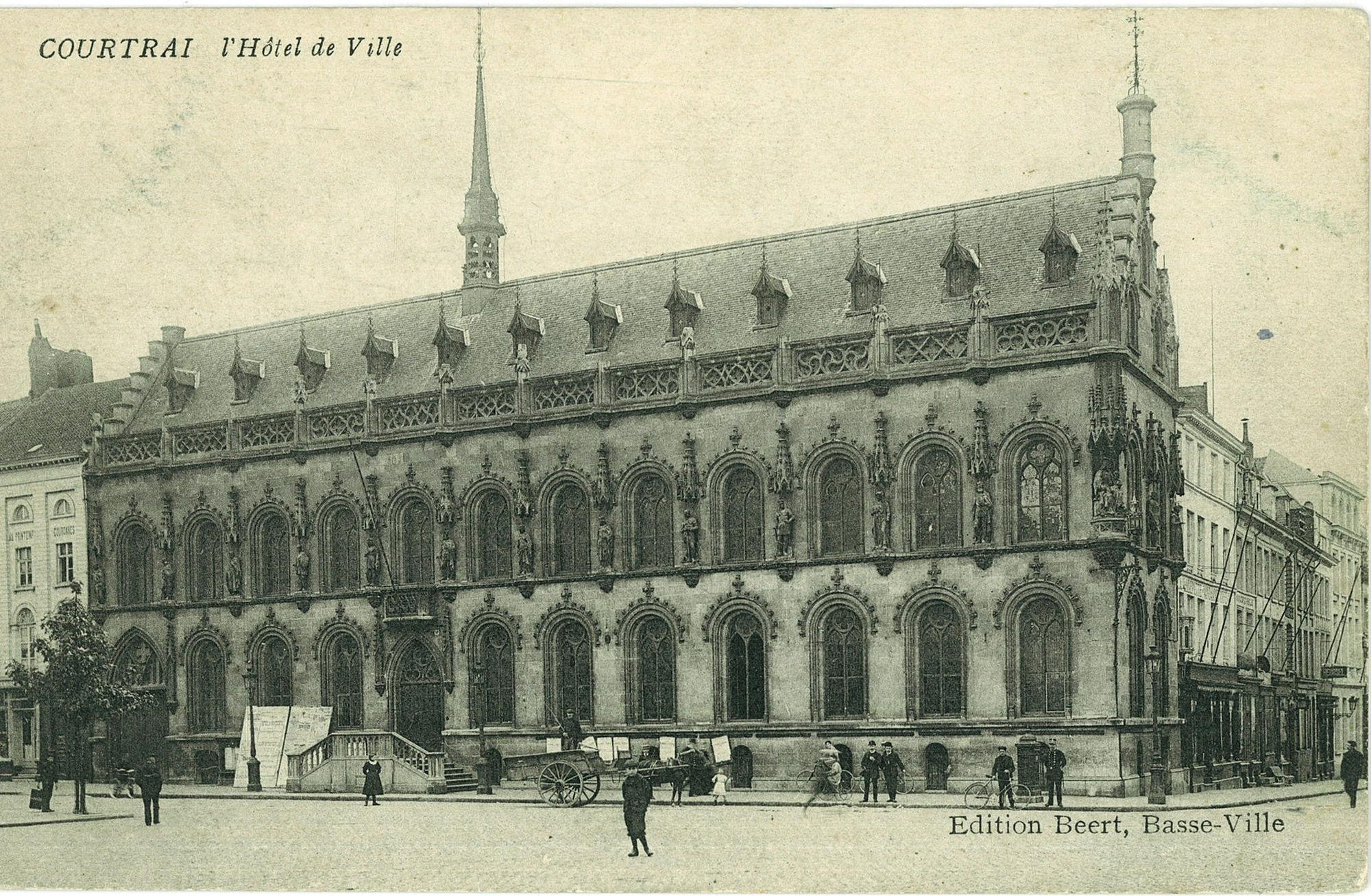 De Grote Markt met het stadhuis en de Leiestraat