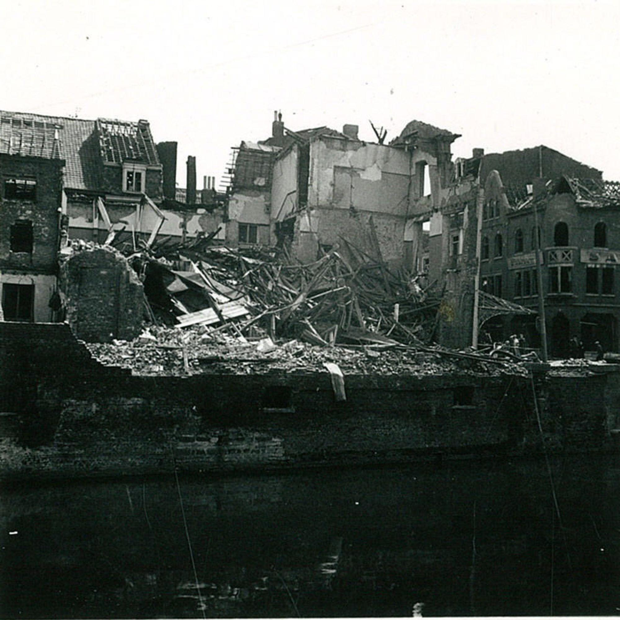 Café Au Pont de la Lys in 1944