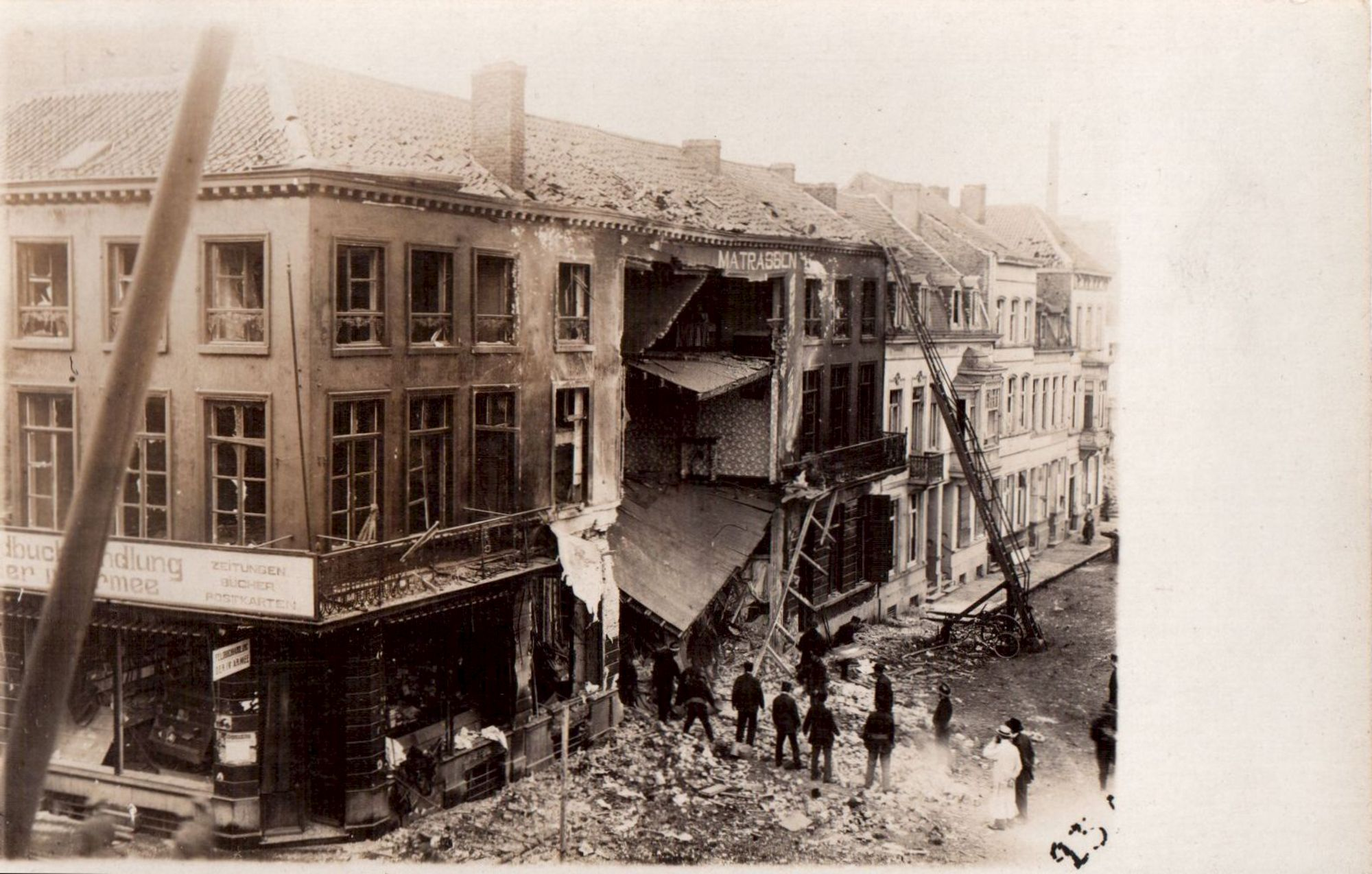 Oorlogsschade aan de Dolfijnkaai in 1917