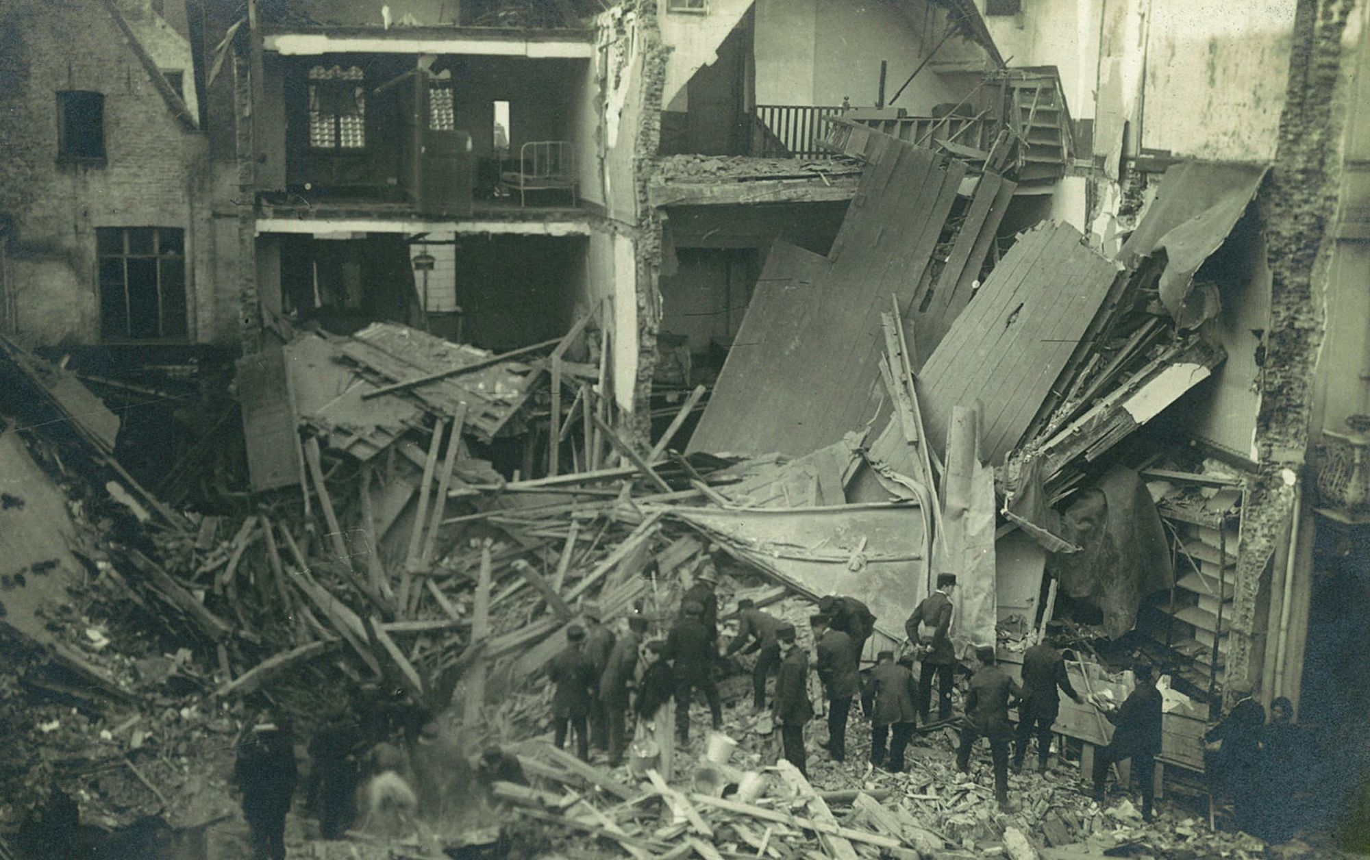 Albums Ghyoot 4_062 Rijselsestraat bombardement 17.08.1917 WO I