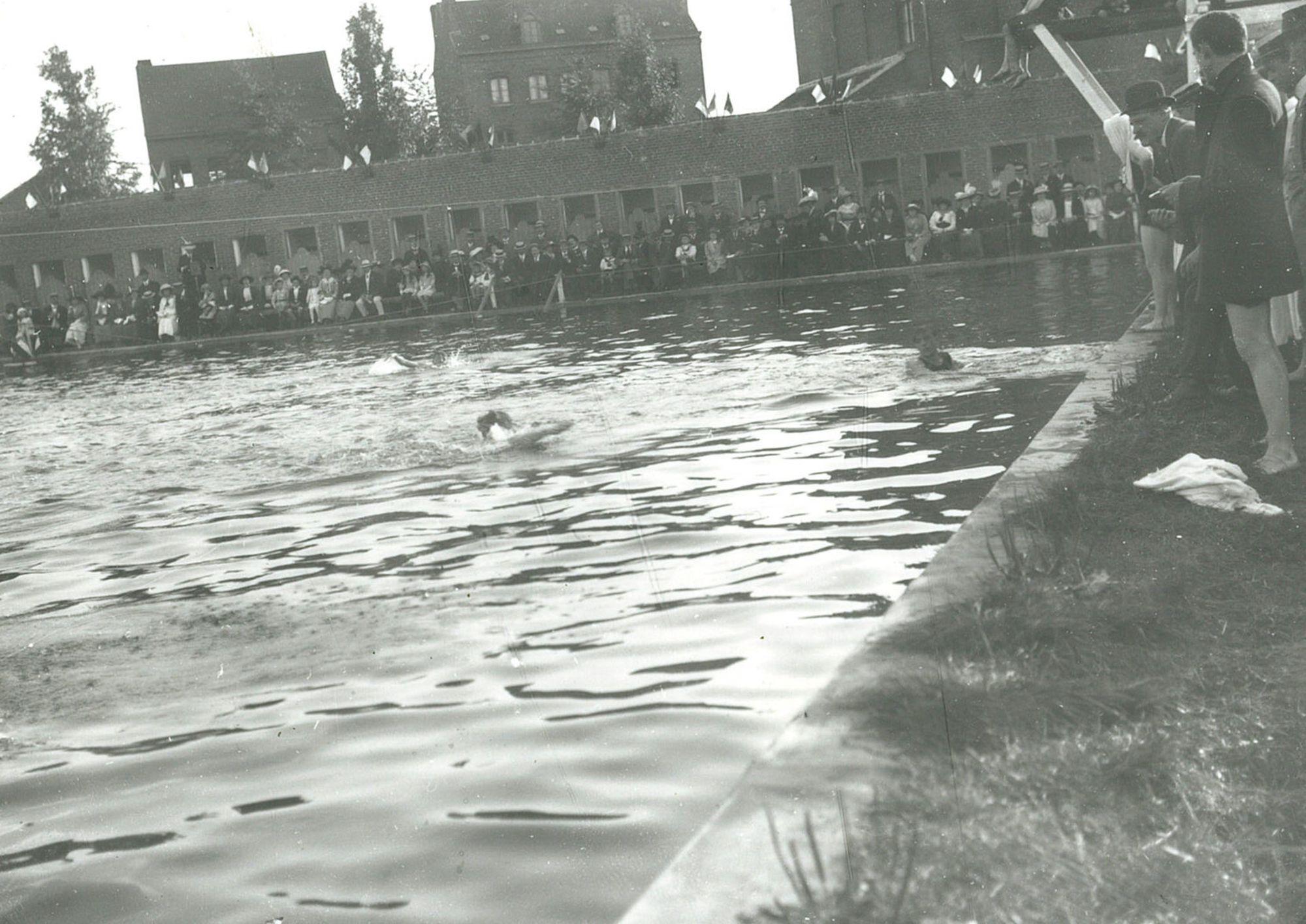 Zwemfeest Abdijkaai ca 1910