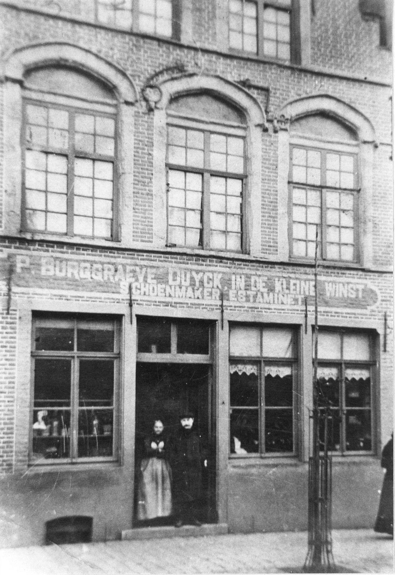Café In de Kleine Winst en schoenmakerij Burggraeve- Duyck op Overleie