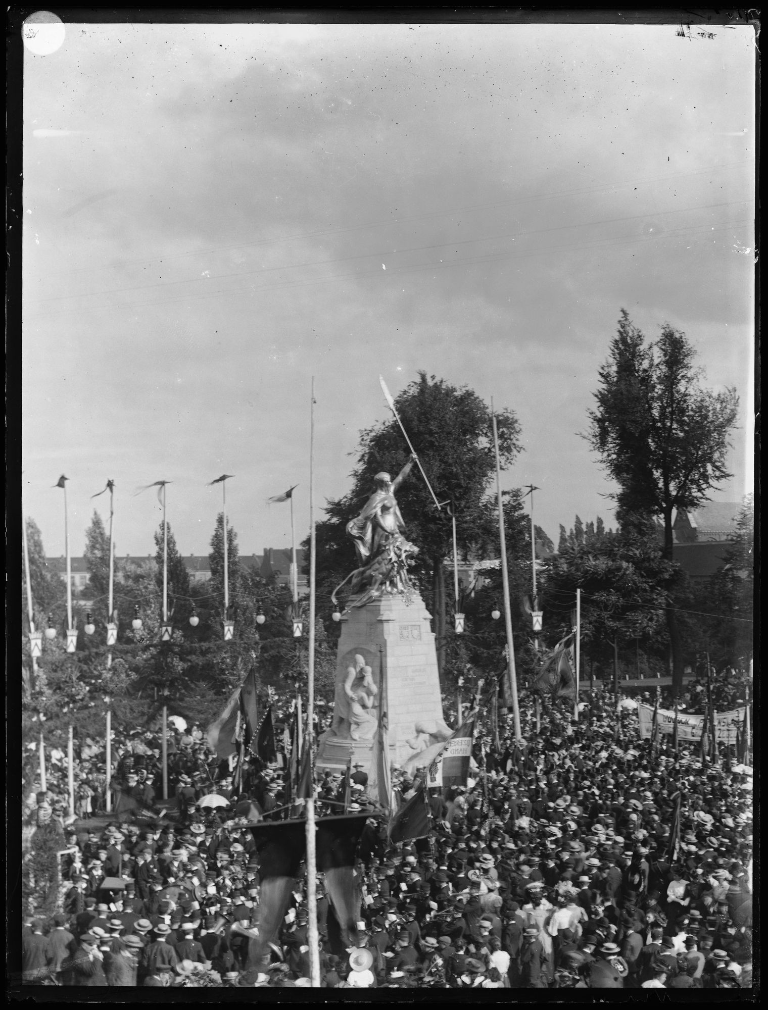 Inhuldiging Groeningemonument in 1906
