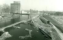 Verbredingswerken van het Kanaal Bossuit-Kortrijk aan de Visserskaai te Kortrijk 1980