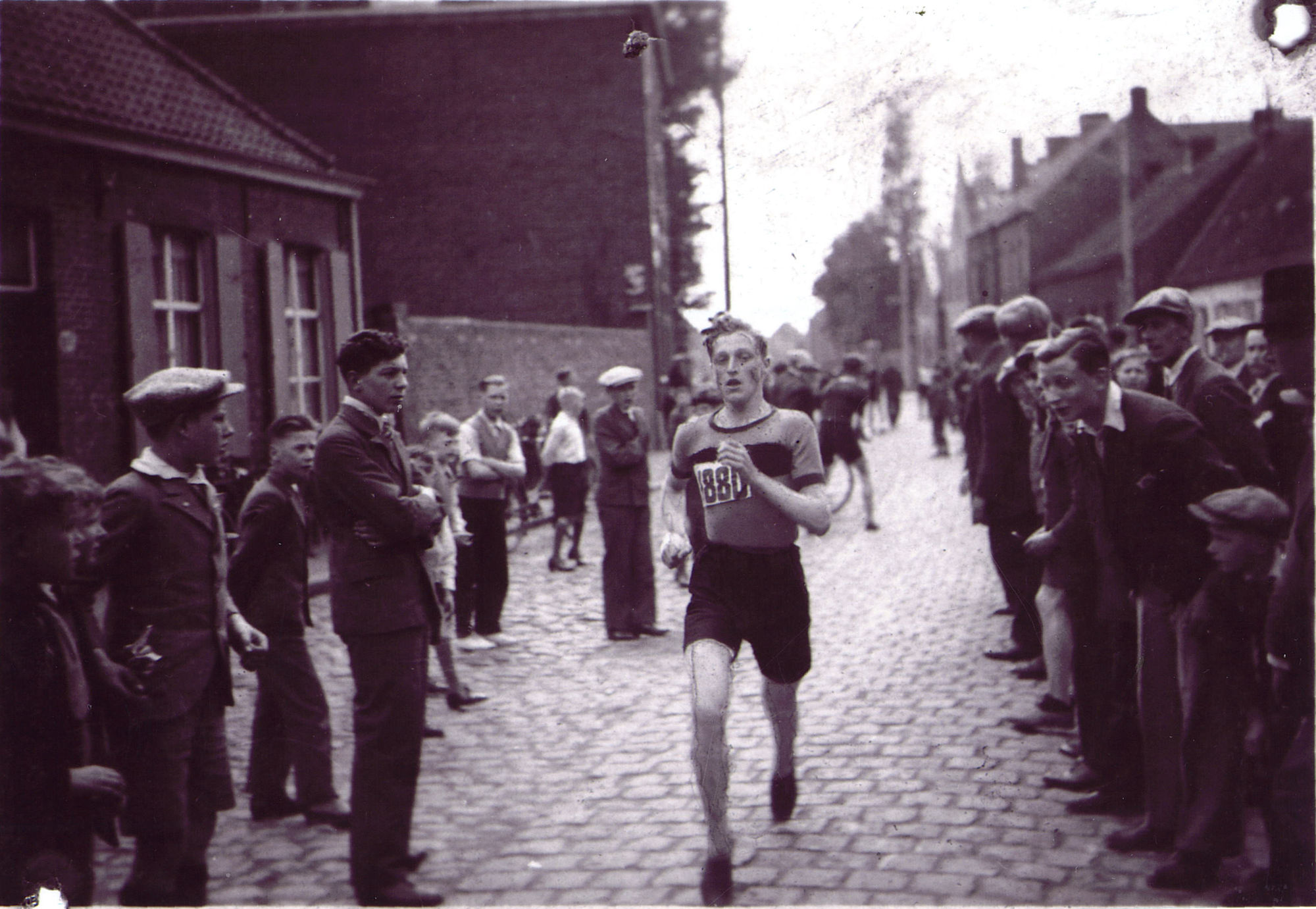 Julien Therry als atleet van atletiekclub Kortrijk Sport ca 1935 0