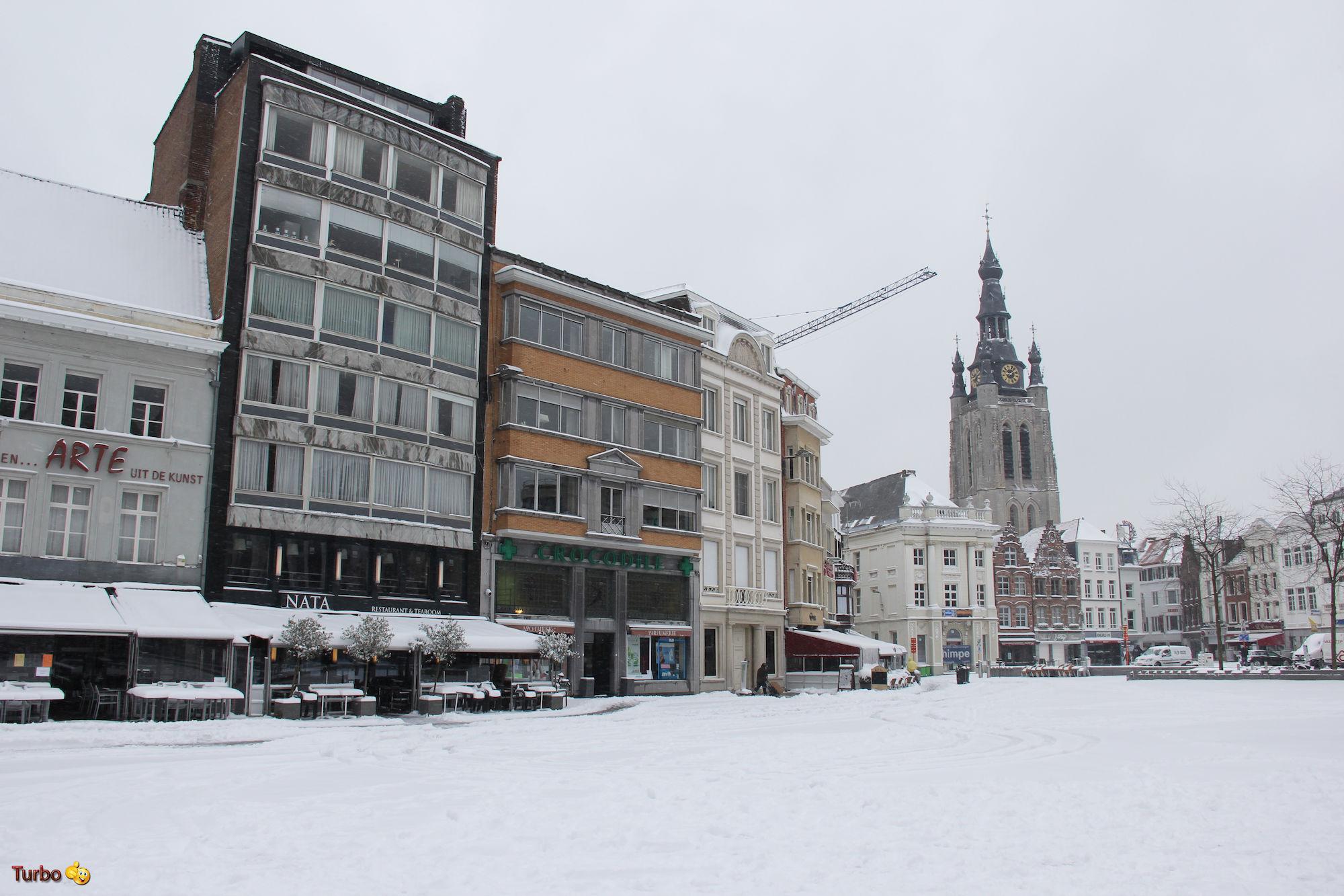 Grote Markt in sneeuw