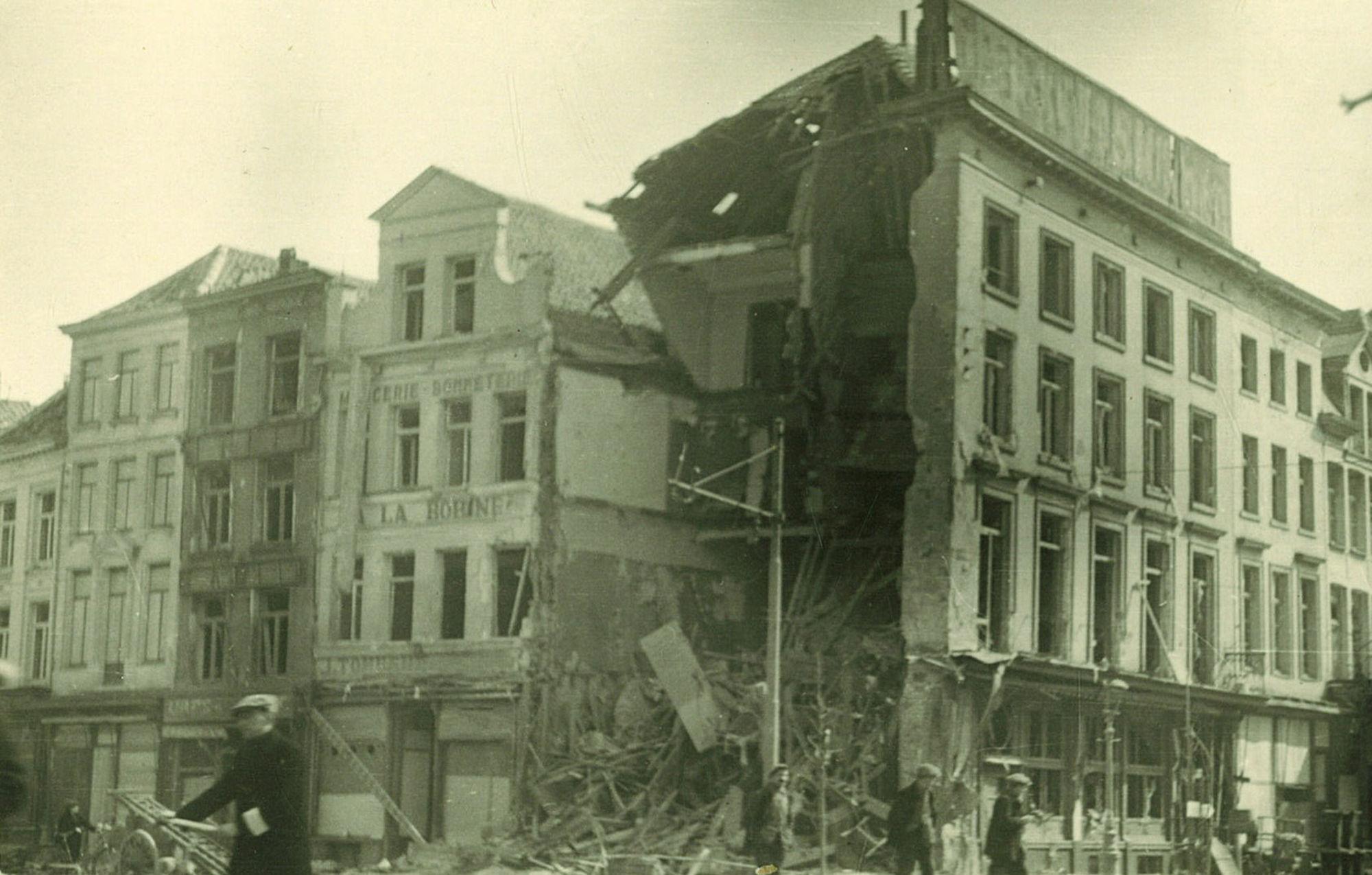 De Grote Markt na de luchtaanval van 26 Maart 1944