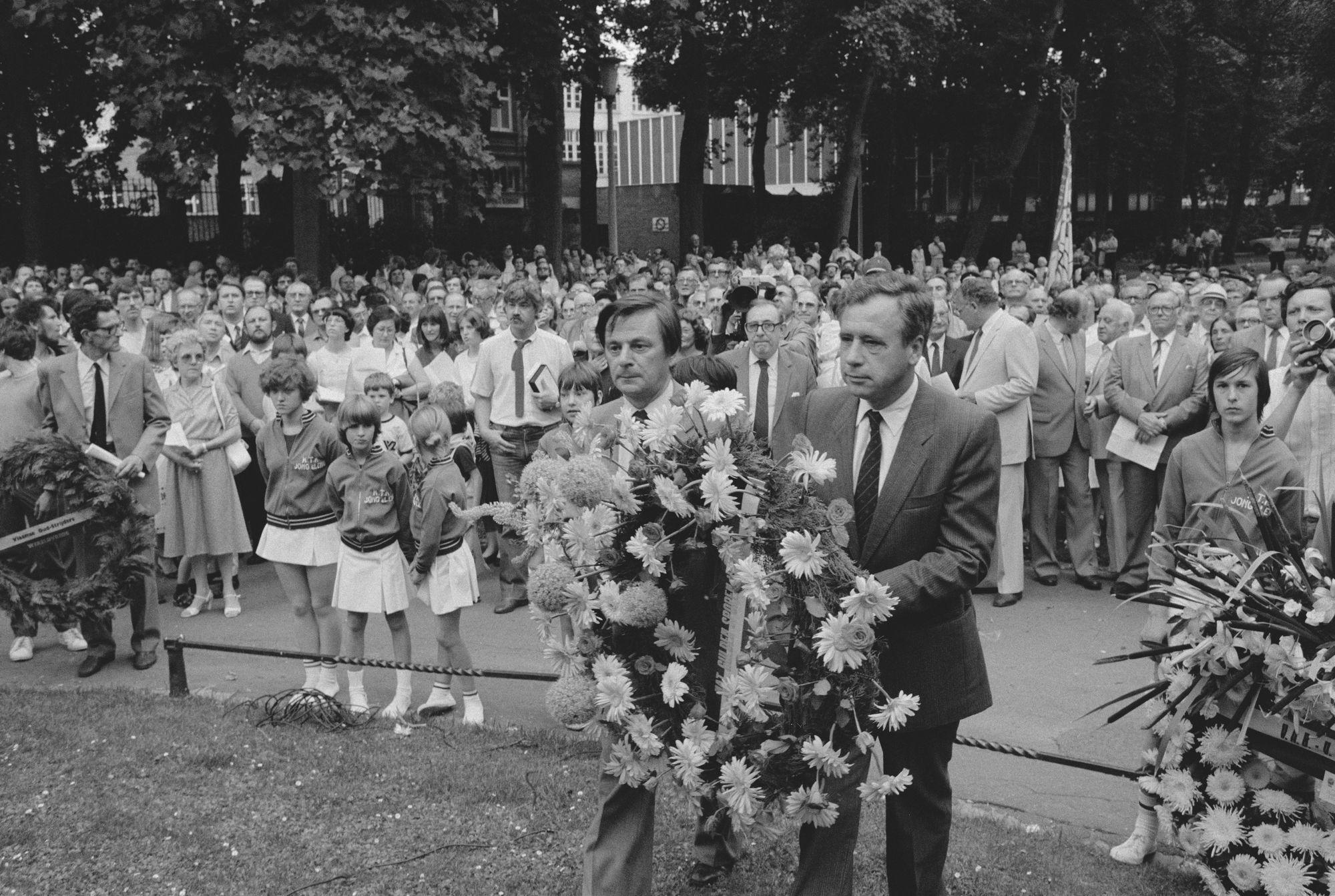 Herdenking tijdens de 11 juliviering 1982