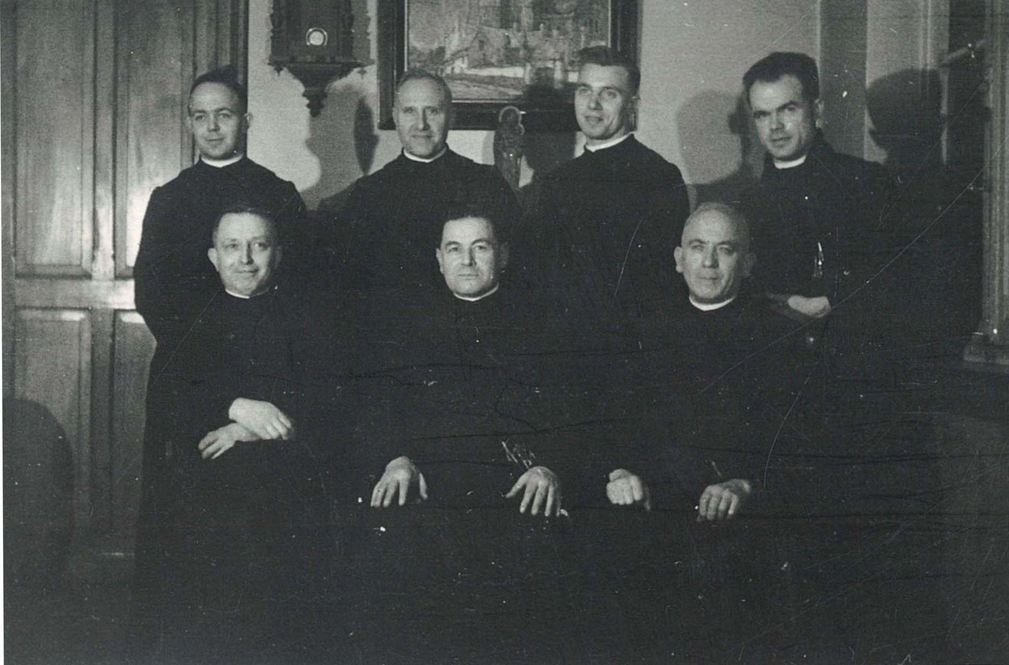 Groepsfoto broeders Overleie in 1947