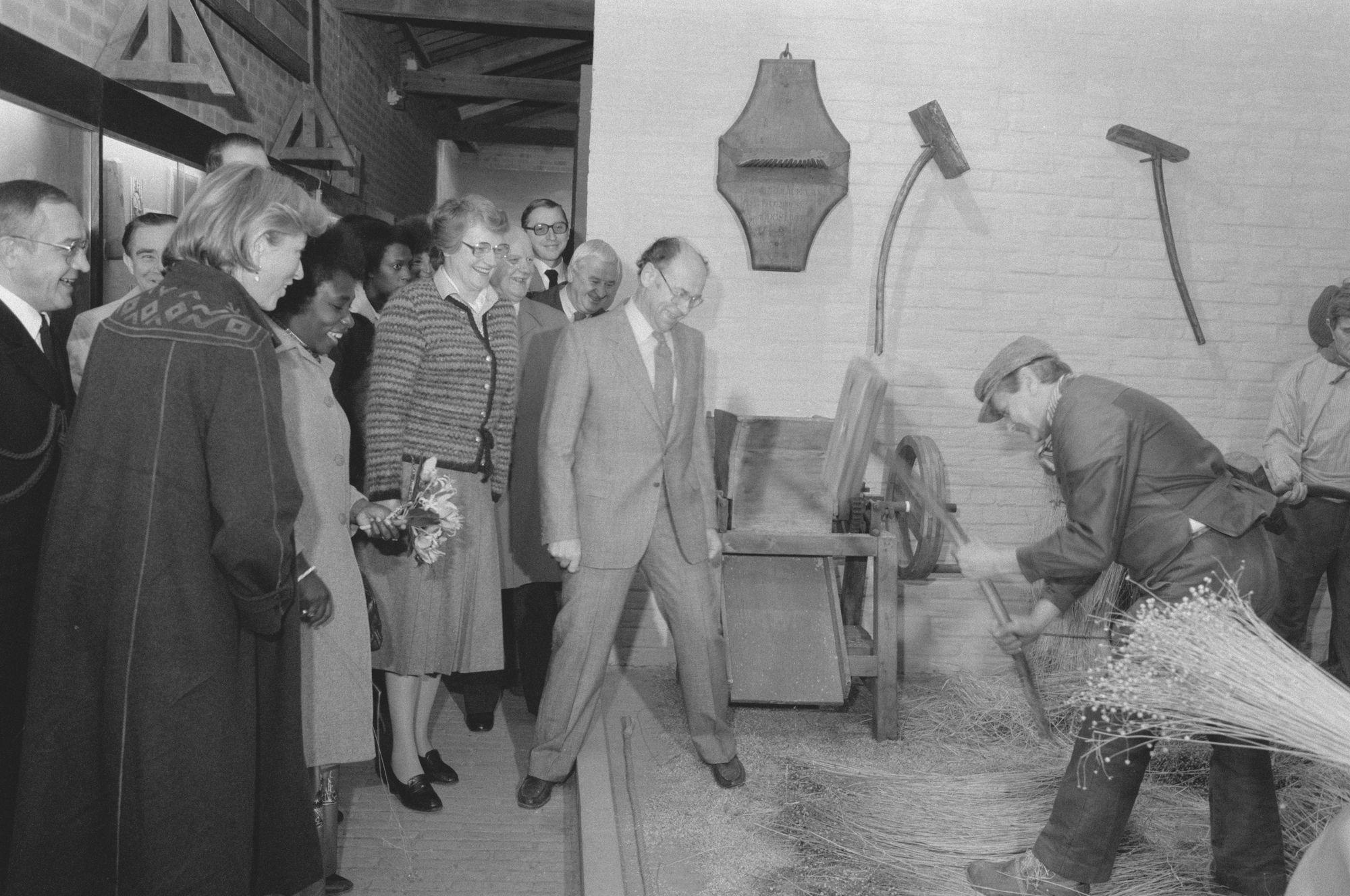 Bezoek prinses Paola aan het Vlasmuseum