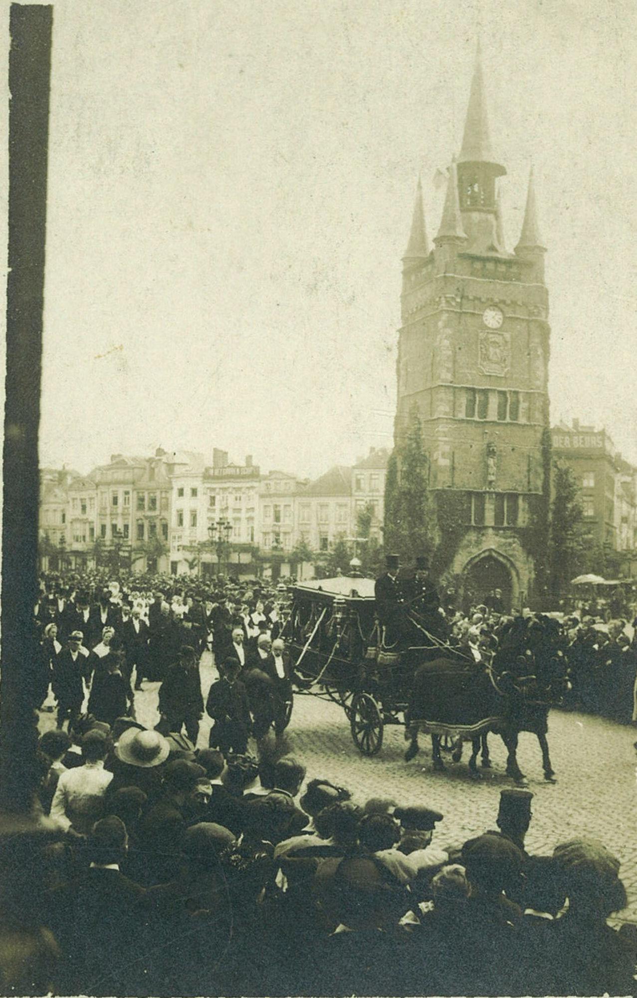 Begrafenisstoet van burgemeester Reynaert