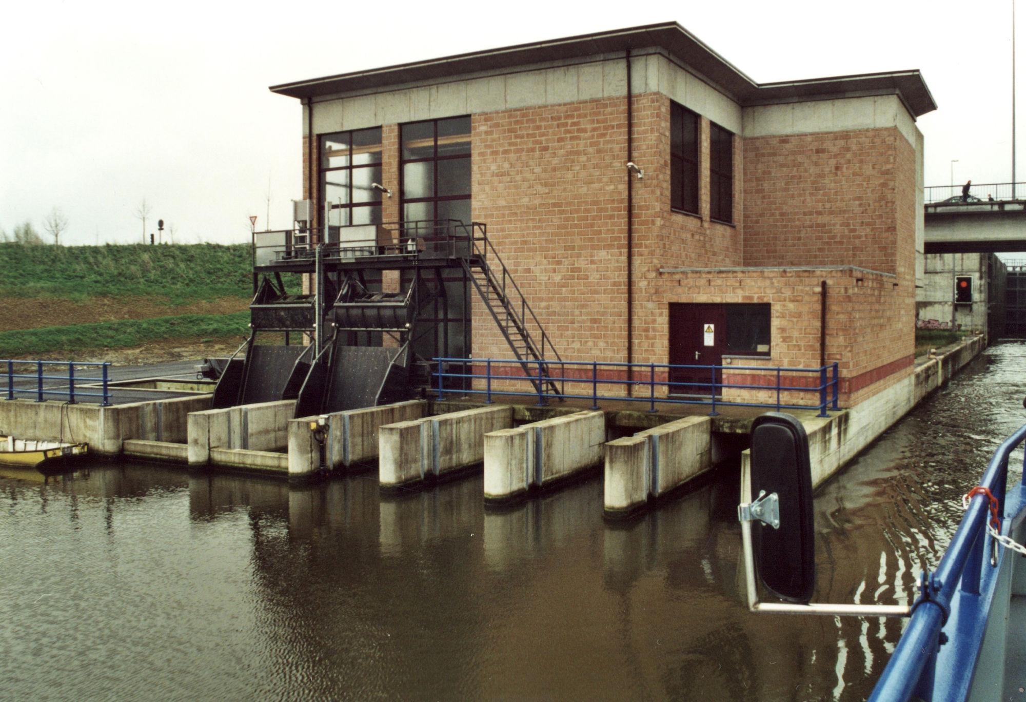 Pompstation op het Kanaal Bossuit-Kortrijk te Zwevegem 2001