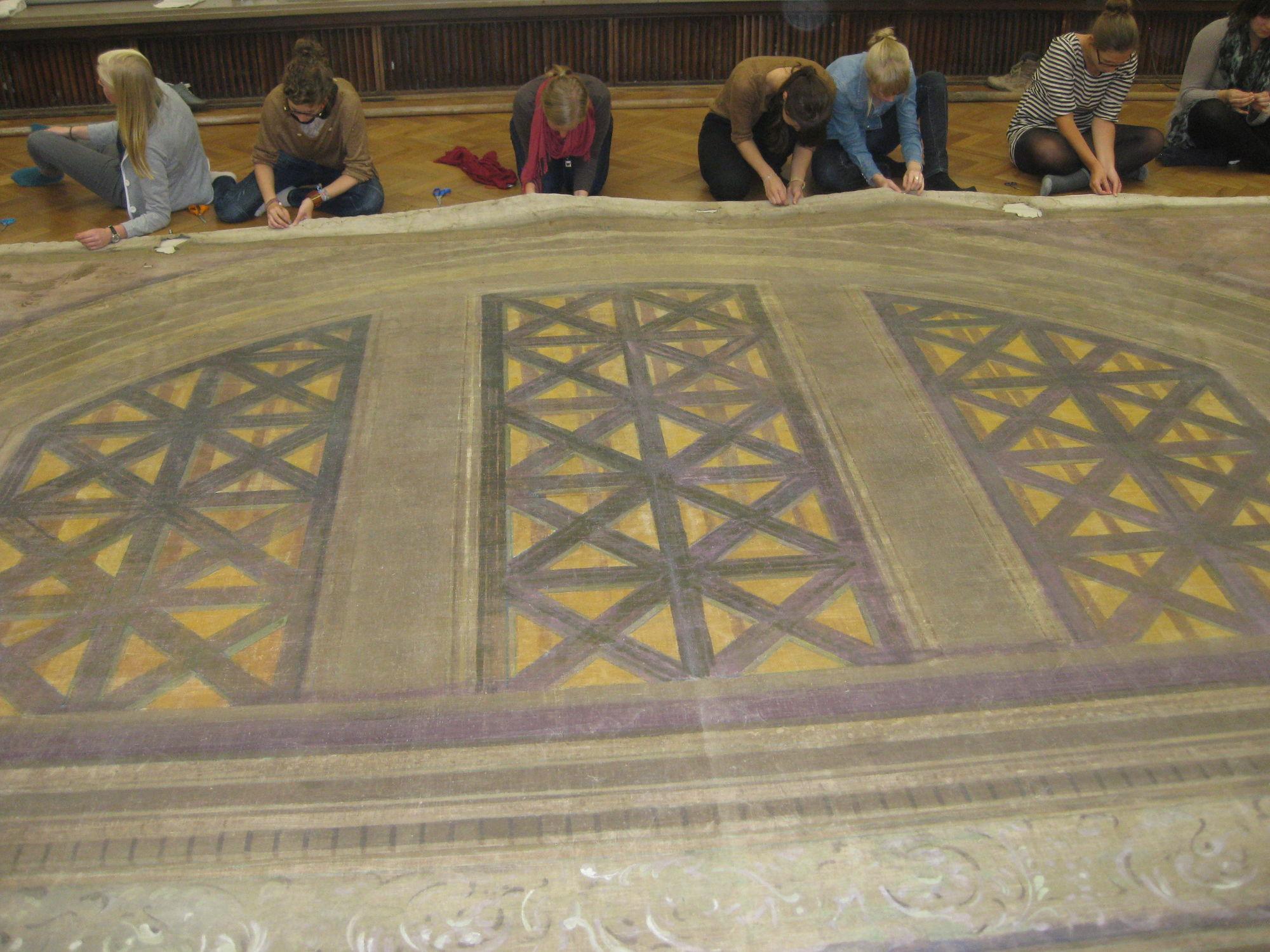 Fries van palais romain tijdens de restauratie