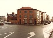 """Café """"Brouwershof"""" op de hoek Dam-Budastraat 1984"""