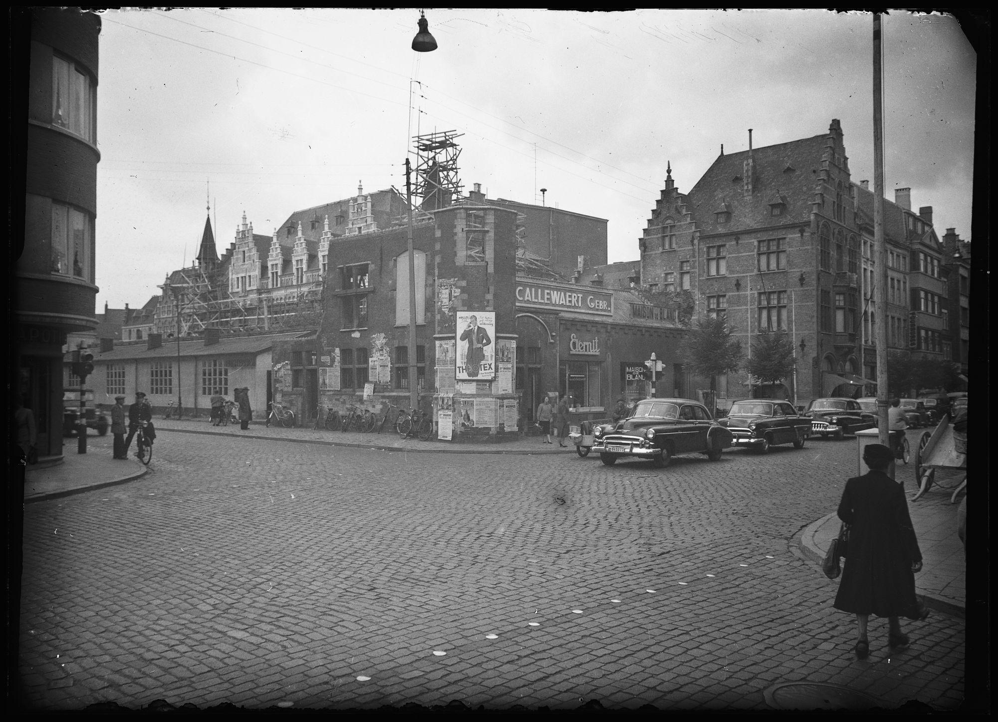 Hallen op het Schouwburgplein circa 1950