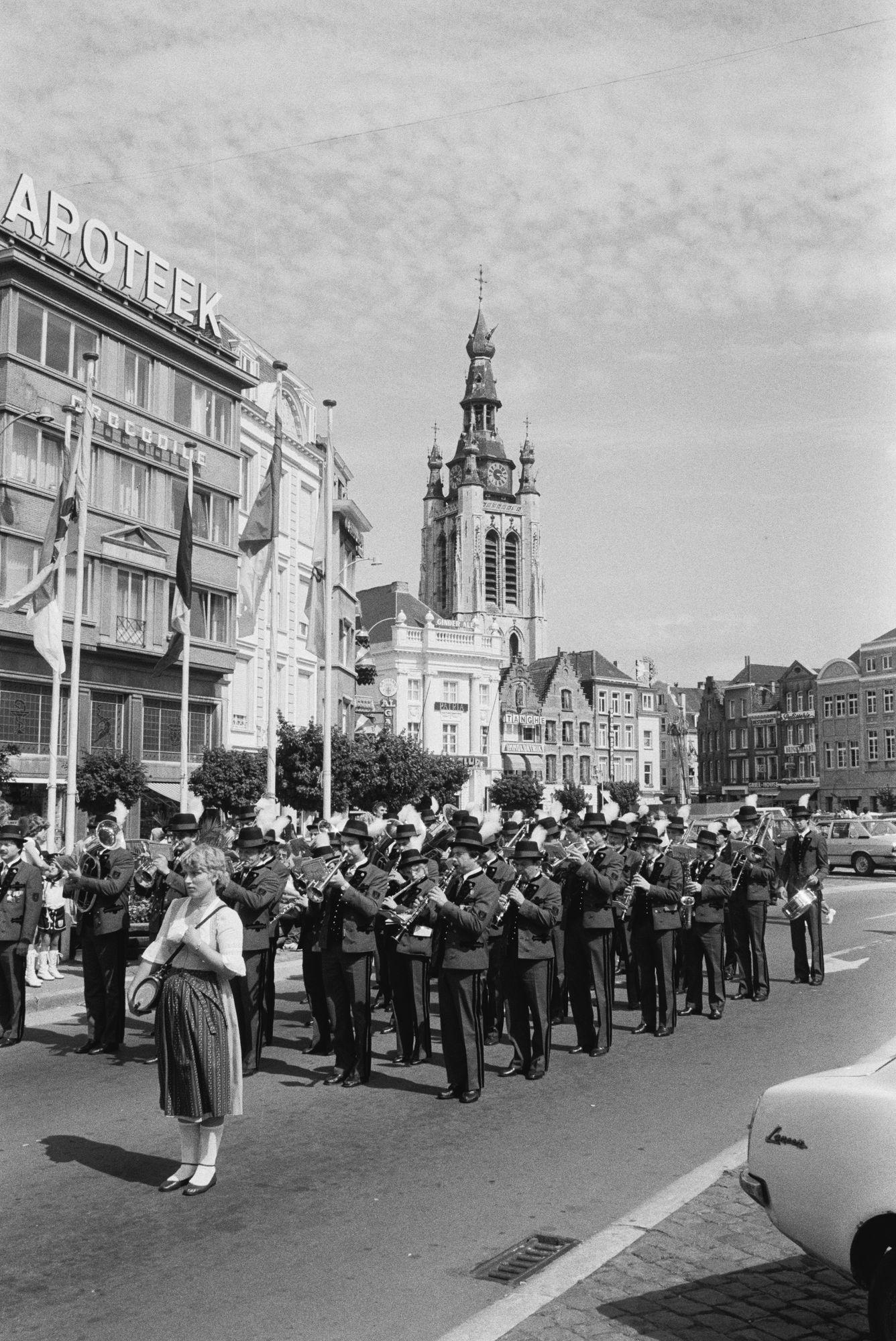 Optreden tijdens de braderie op de Grote Markt