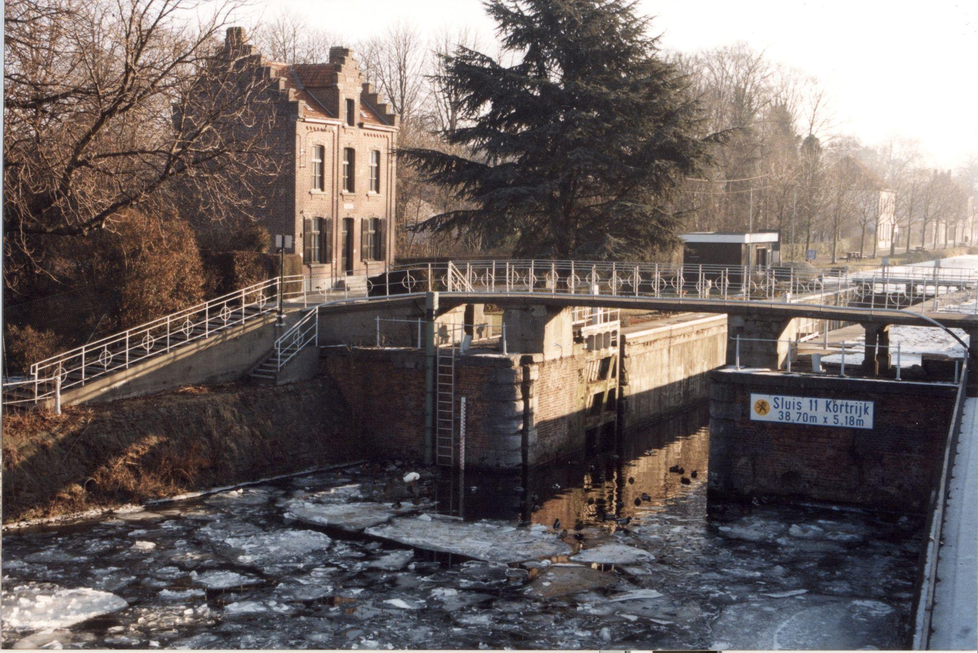 Sluis Nr. 11 op het kanaal Bossuit-Kortrijk te Kortrijk 1997