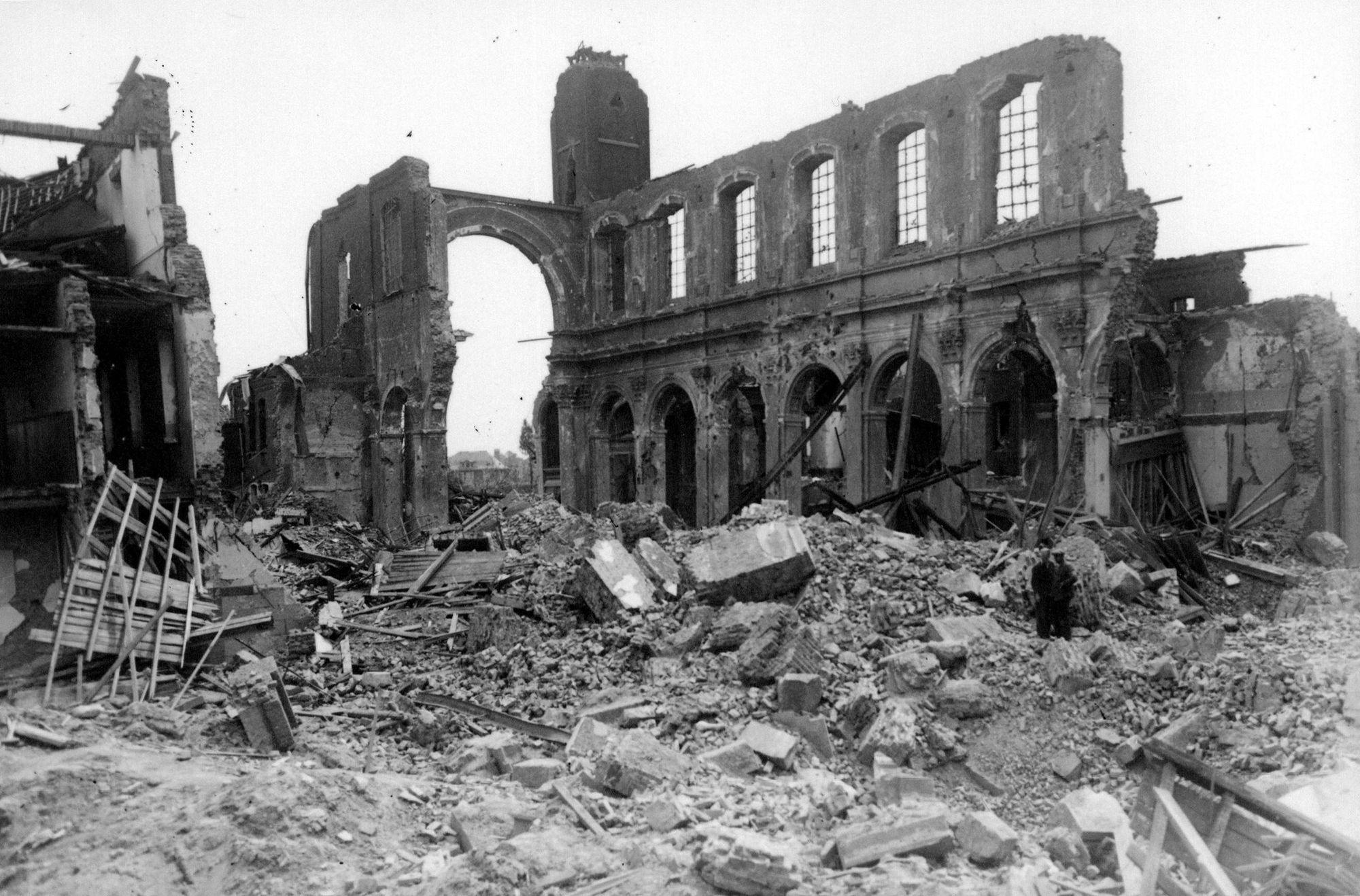 Sint-Jozefkerk van de paters Karmelieten in 1944