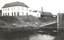 Vernielde Sint-Denijsbrug over kanaal Bossuit-Kortrijk in Moen 1940