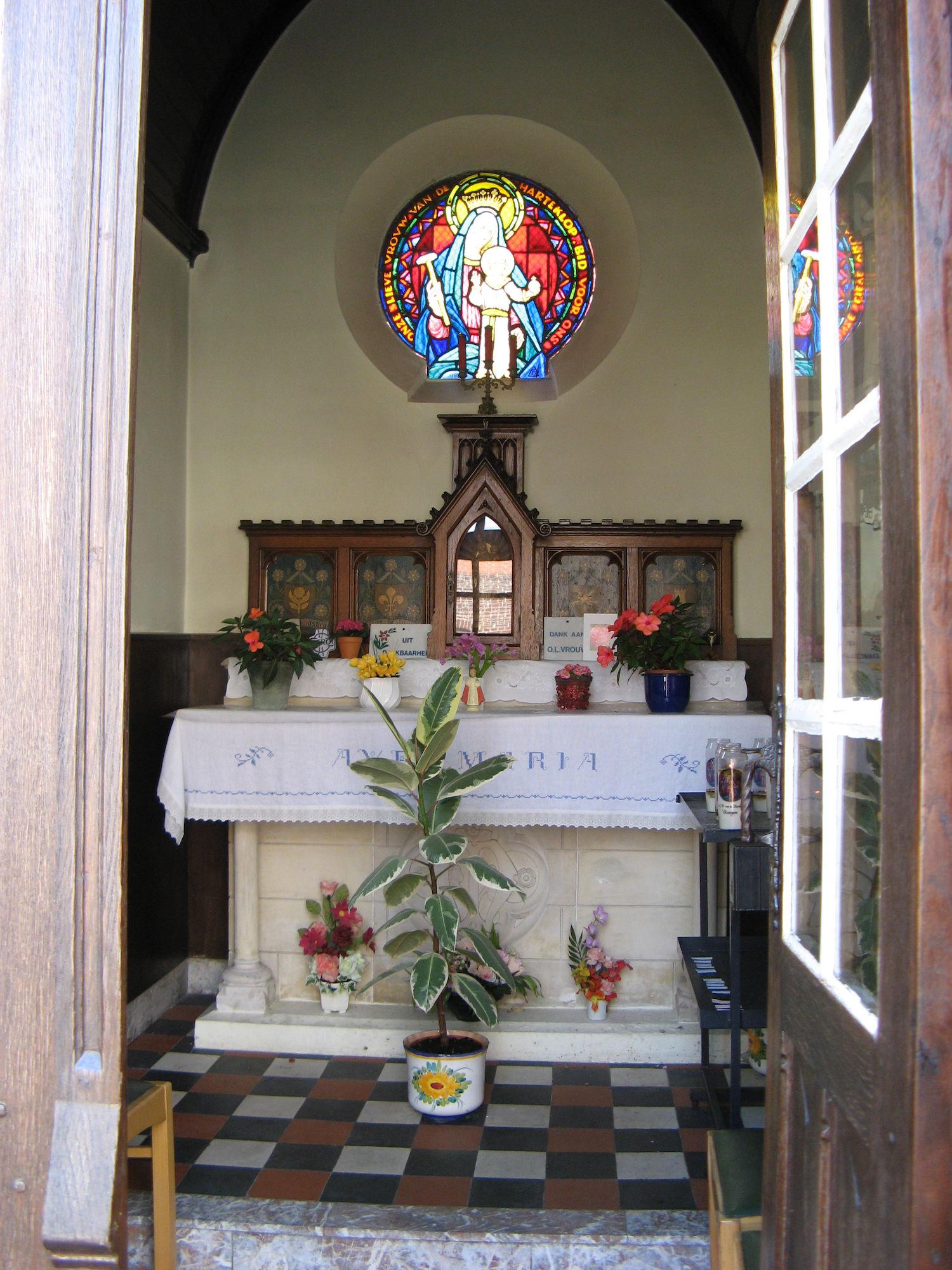 Altaar van de kapel ter ere van O.-L.-Vrouw van de Harteklop te Bissegem