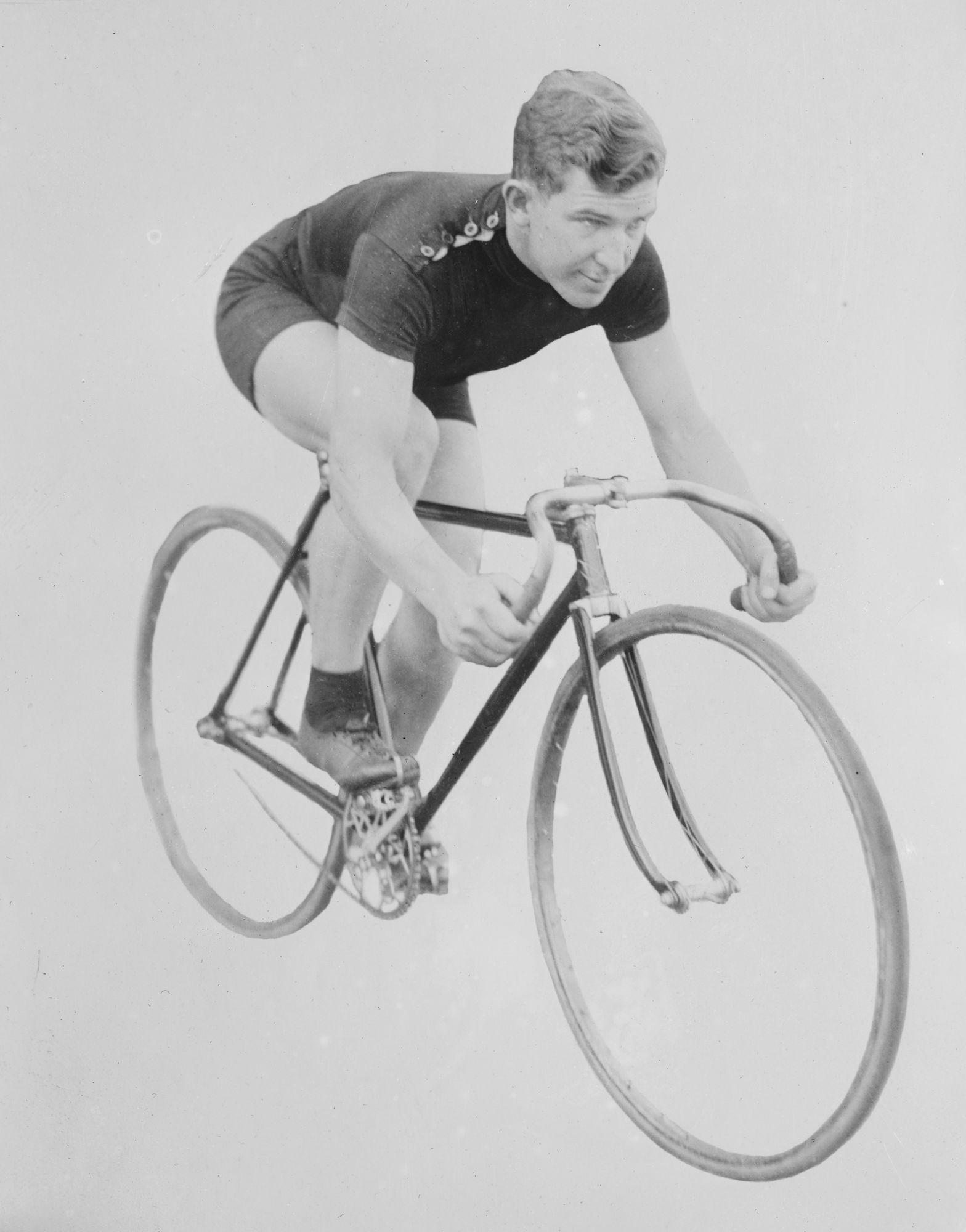 Oude foto van fietser
