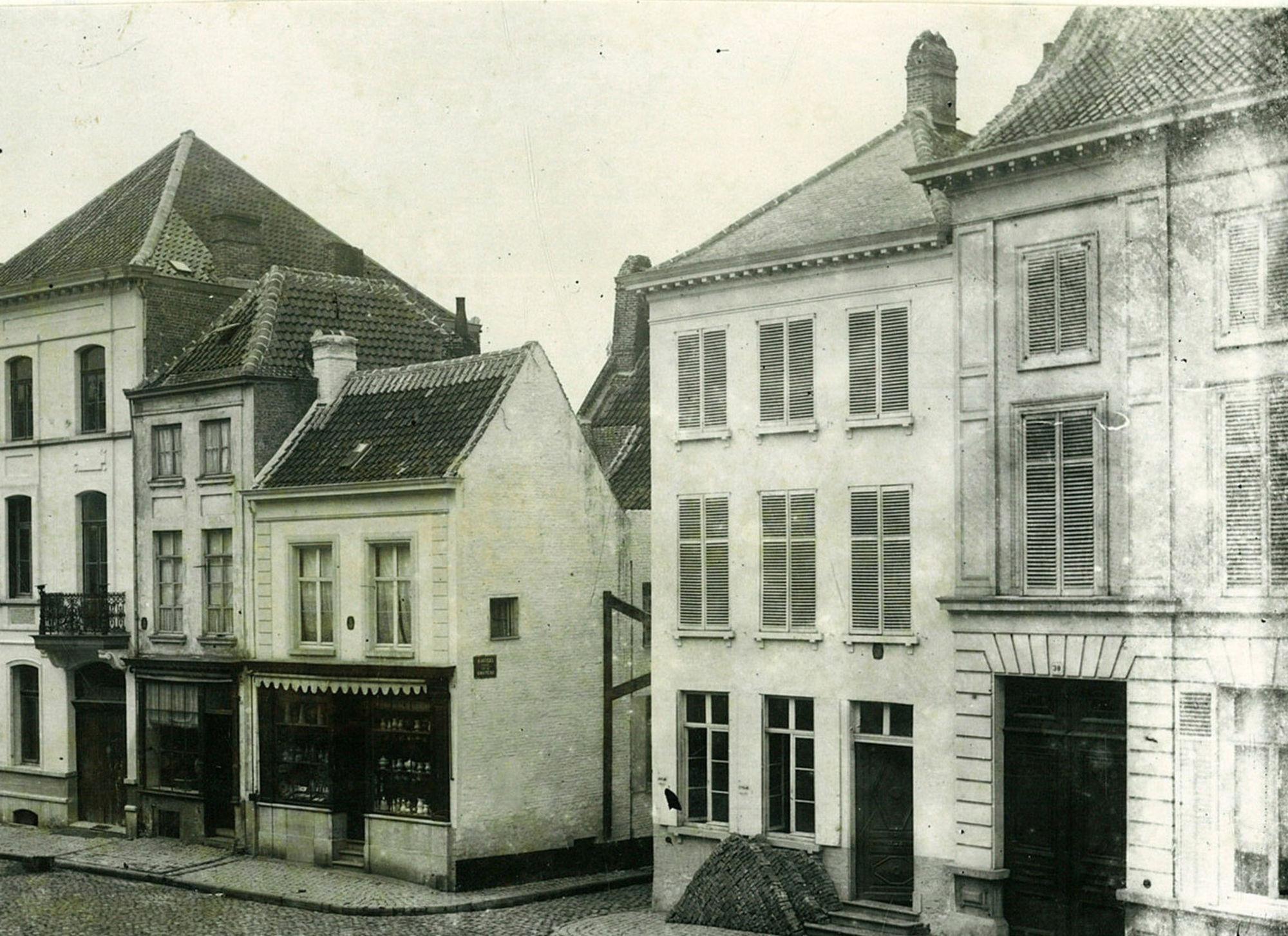 Rijselsestraat, met toegang tot de Kasteelstraat