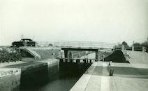 Sluis Nr. 3 en brug over kanaal Bossuit-Kortrijk tussen Bossuit en Moen 1950