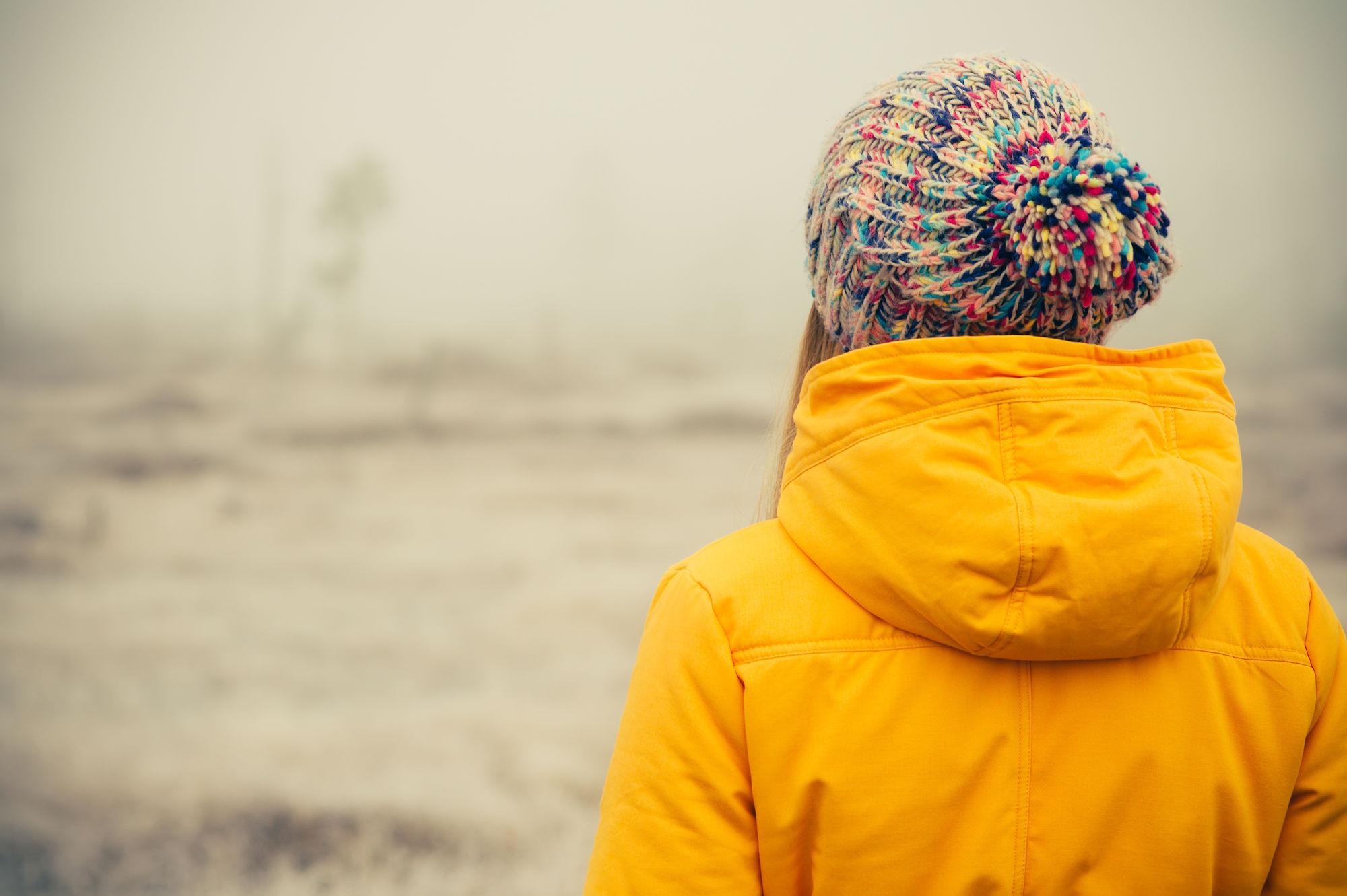 Vrouw met winterkleren