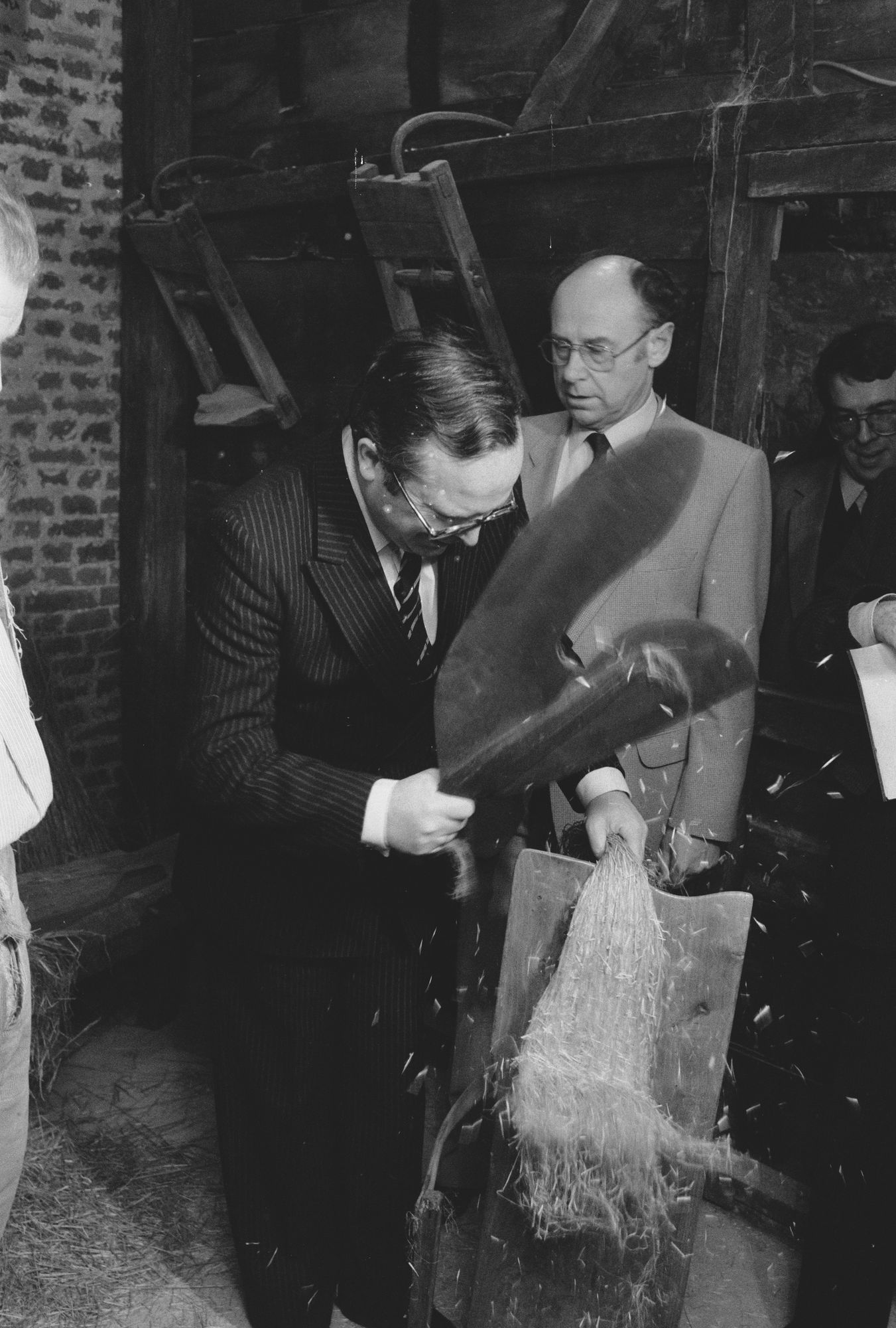 Rondleiding tijdens de officiële opening van het vlasmuseum