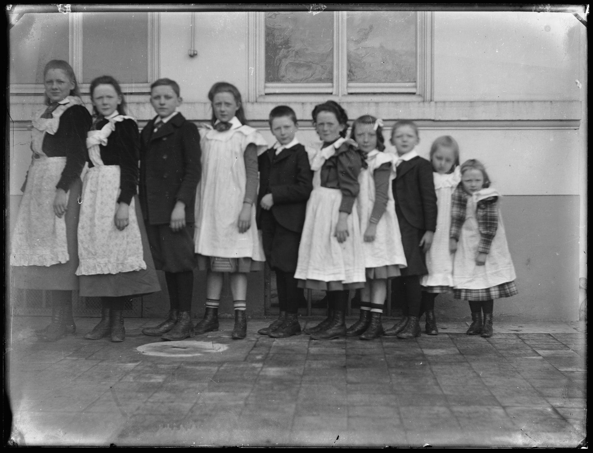 Portret van groep kinderen